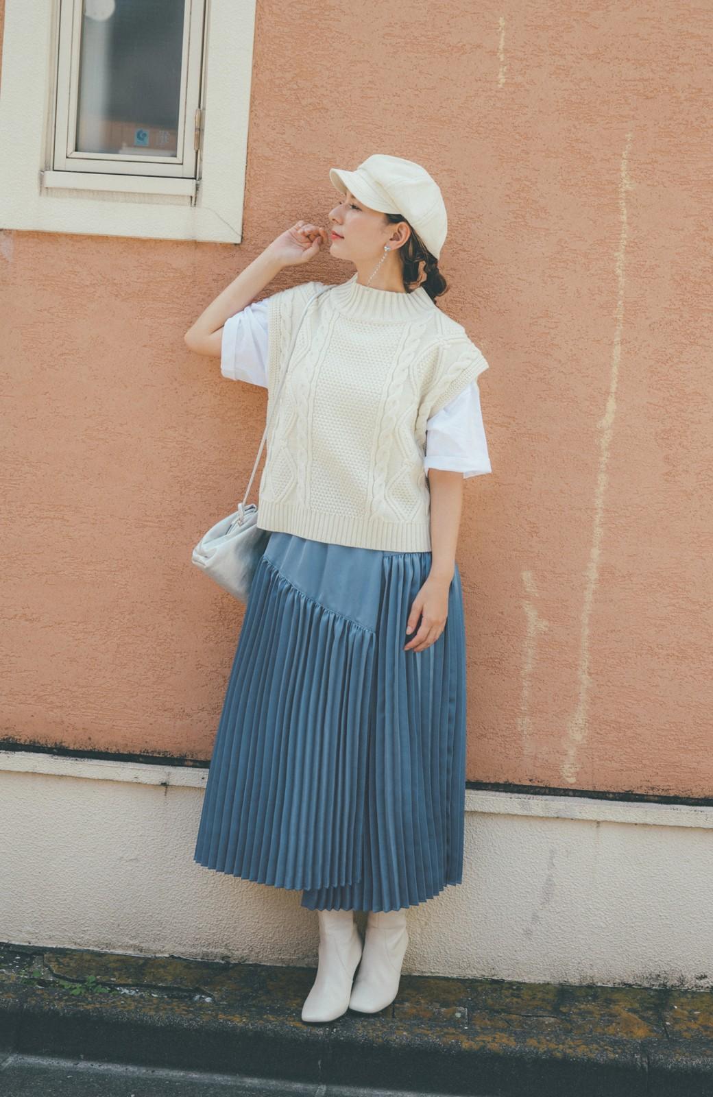 haco! 【スザンヌさんコラボ】スウェットもTシャツも着映えさせる!ラップデザイン風アシンメトリーサテンプリーツスカート by LOVE&PEACE PROJECT <ブルー>の商品写真8