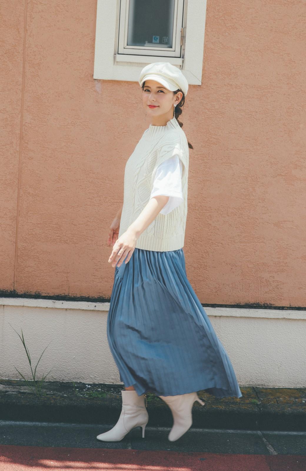 haco! 【スザンヌさんコラボ】スウェットもTシャツも着映えさせる!ラップデザイン風アシンメトリーサテンプリーツスカート by LOVE&PEACE PROJECT <ブルー>の商品写真9