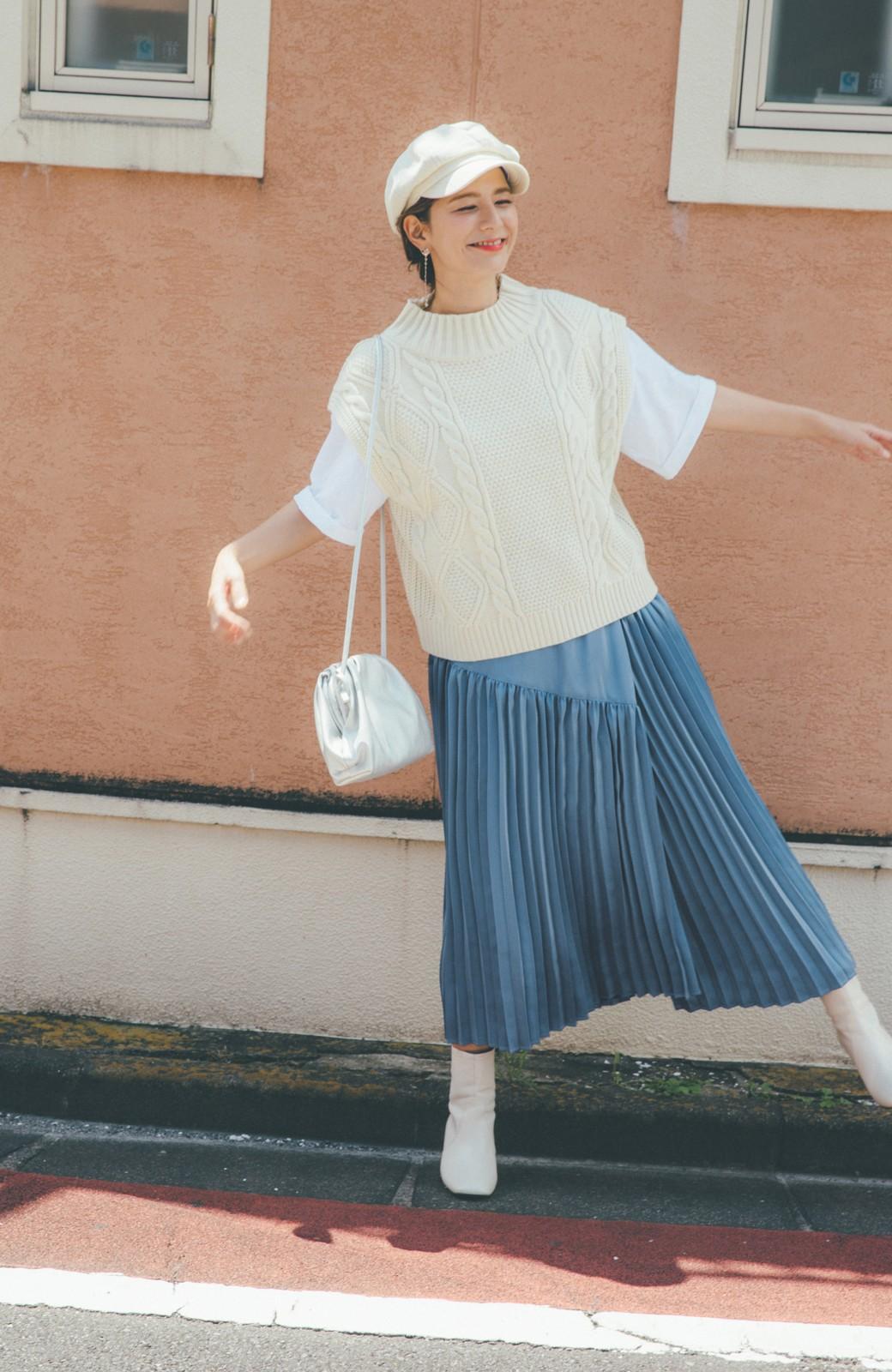 haco! 【スザンヌさんコラボ】スウェットもTシャツも着映えさせる!ラップデザイン風アシンメトリーサテンプリーツスカート by LOVE&PEACE PROJECT <ブルー>の商品写真10