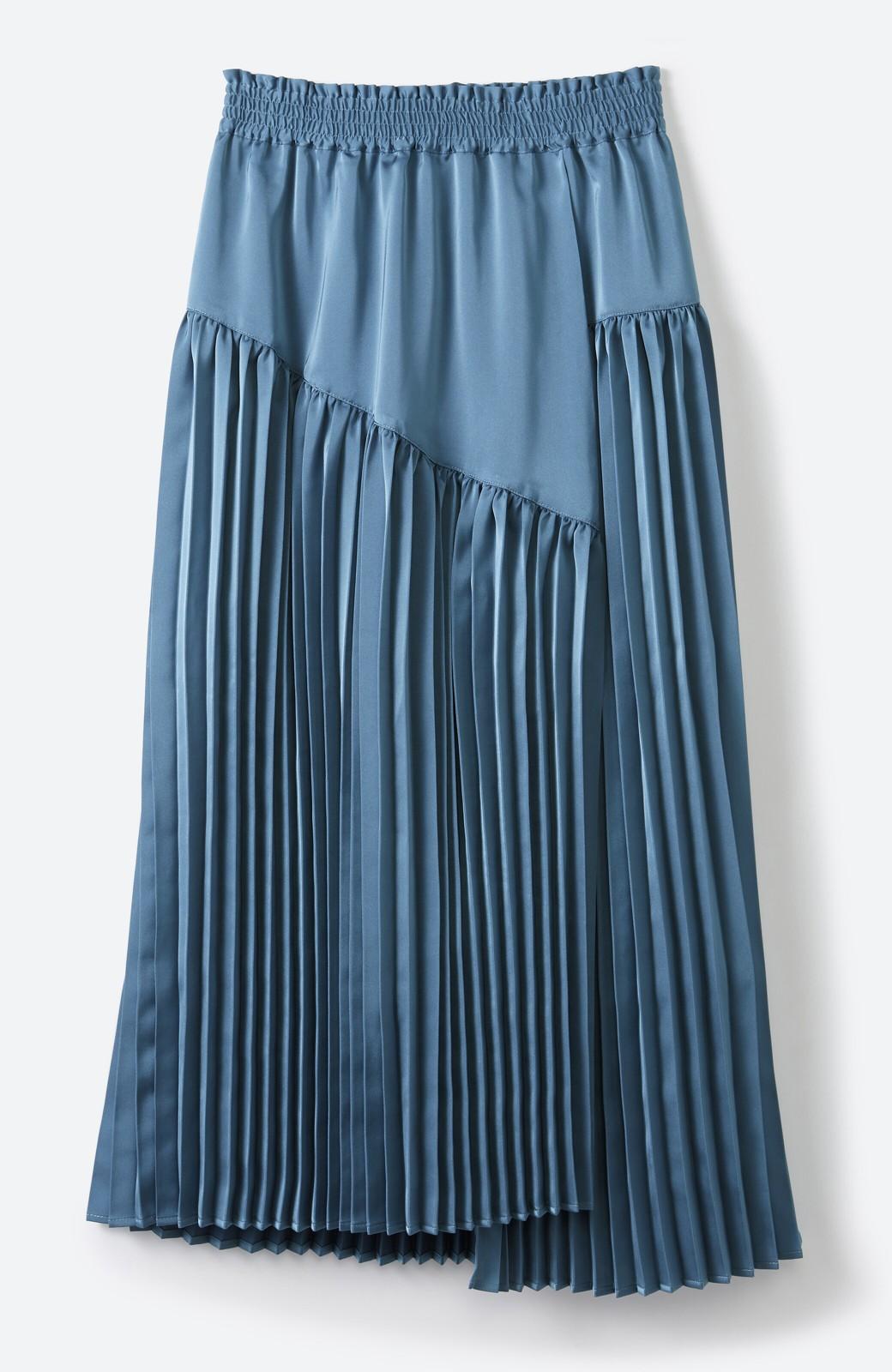 haco! 【スザンヌさんコラボ】スウェットもTシャツも着映えさせる!ラップデザイン風アシンメトリーサテンプリーツスカート by LOVE&PEACE PROJECT <ブルー>の商品写真3