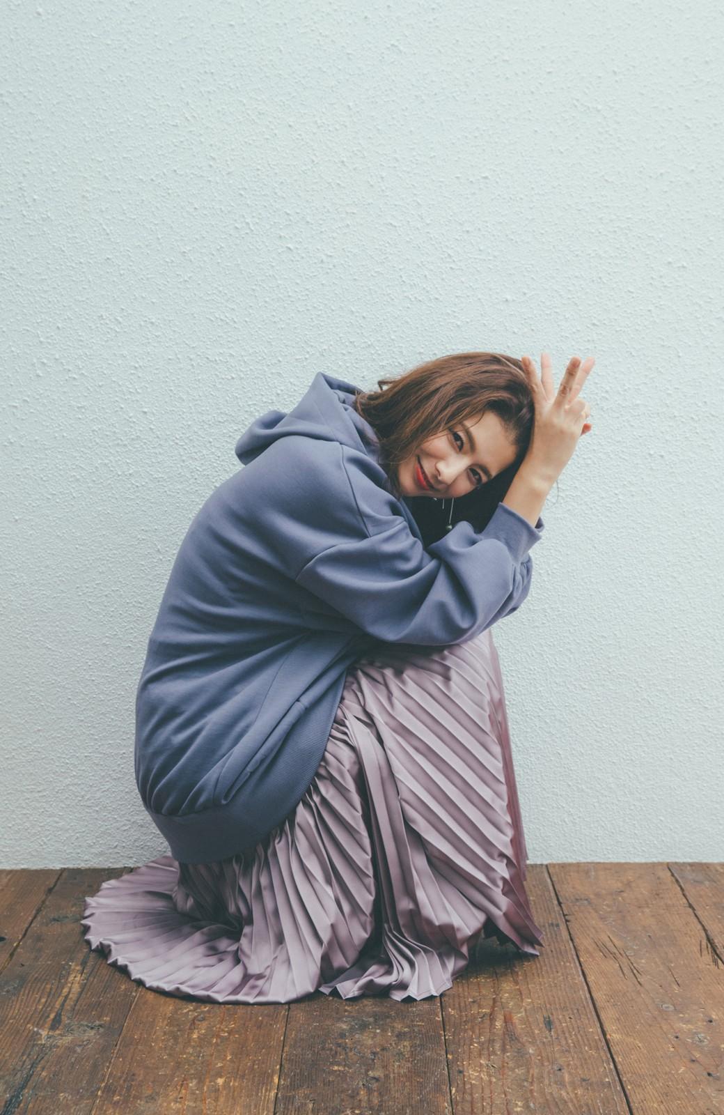 haco! 【スザンヌさんコラボ】オーバーサイズが華奢見せさせる 大人女子のためのスウェット風ビッグパーカー by LOVE&PEACE PROJECT <ラベンダー>の商品写真13