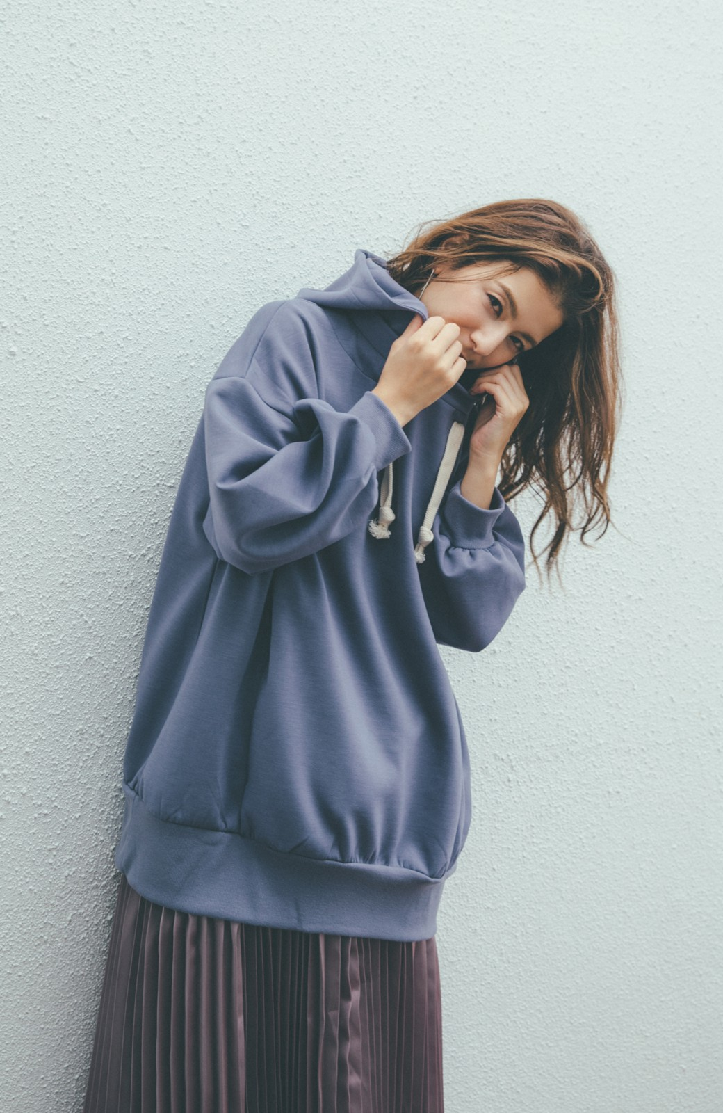 haco! 【スザンヌさんコラボ】オーバーサイズが華奢見せさせる 大人女子のためのスウェット風ビッグパーカー by LOVE&PEACE PROJECT <ラベンダー>の商品写真11