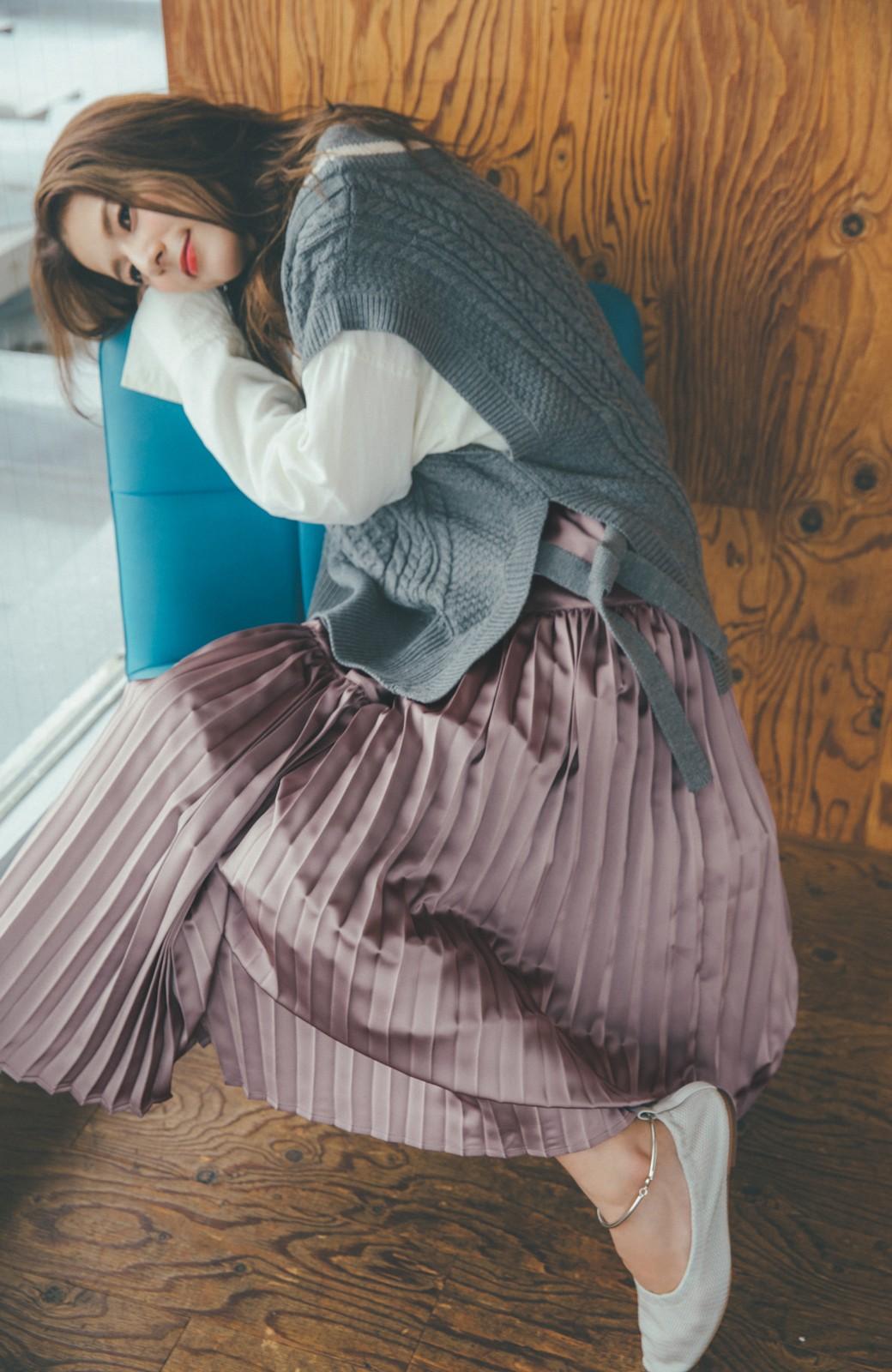 haco! 【スザンヌさんコラボ】スウェットもTシャツも着映えさせる!ラップデザイン風アシンメトリーサテンプリーツスカート by LOVE&PEACE PROJECT <スモークピンク>の商品写真6