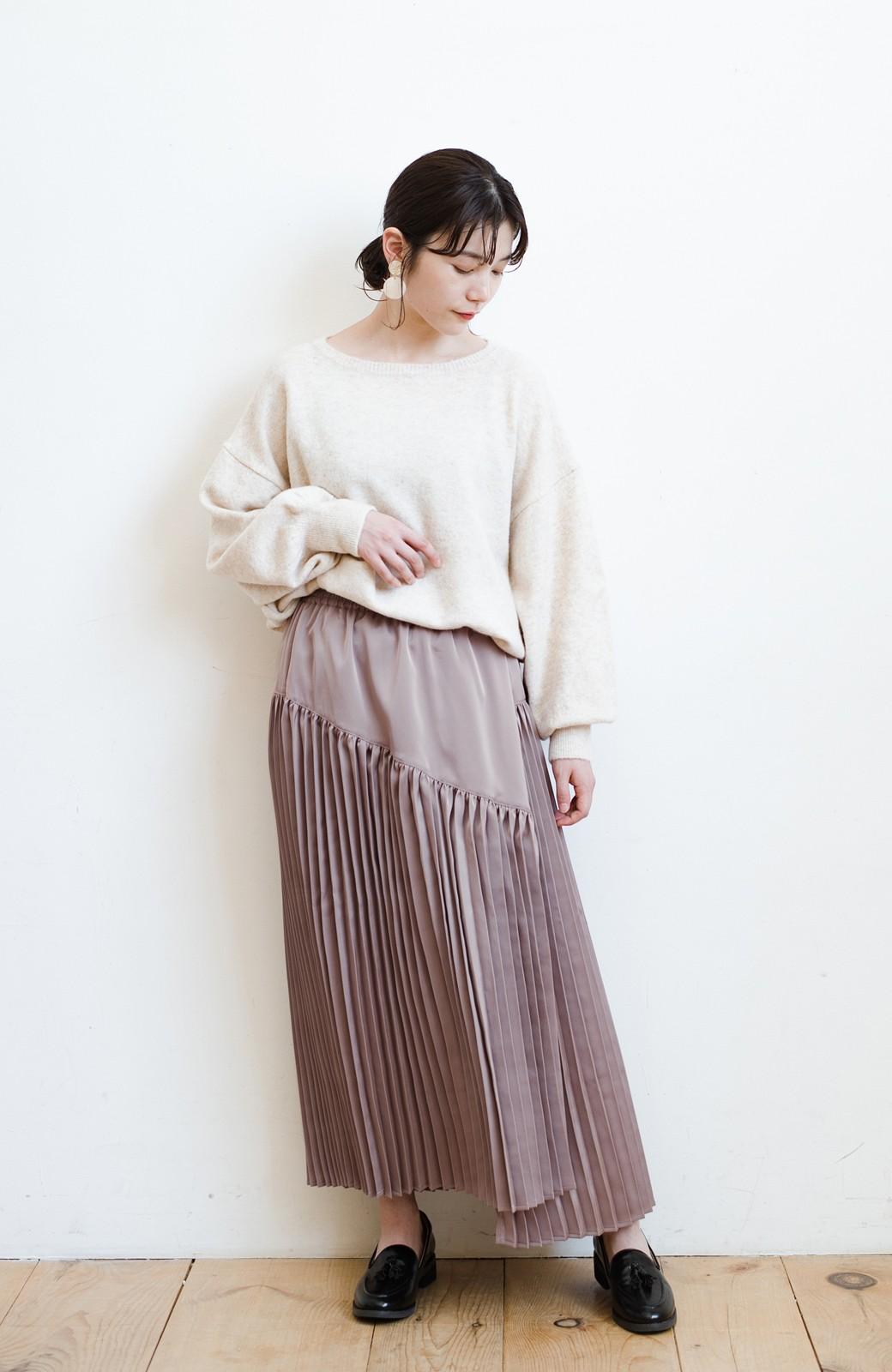 haco! 【スザンヌさんコラボ】スウェットもTシャツも着映えさせる!ラップデザイン風アシンメトリーサテンプリーツスカート by LOVE&PEACE PROJECT <スモークピンク>の商品写真16