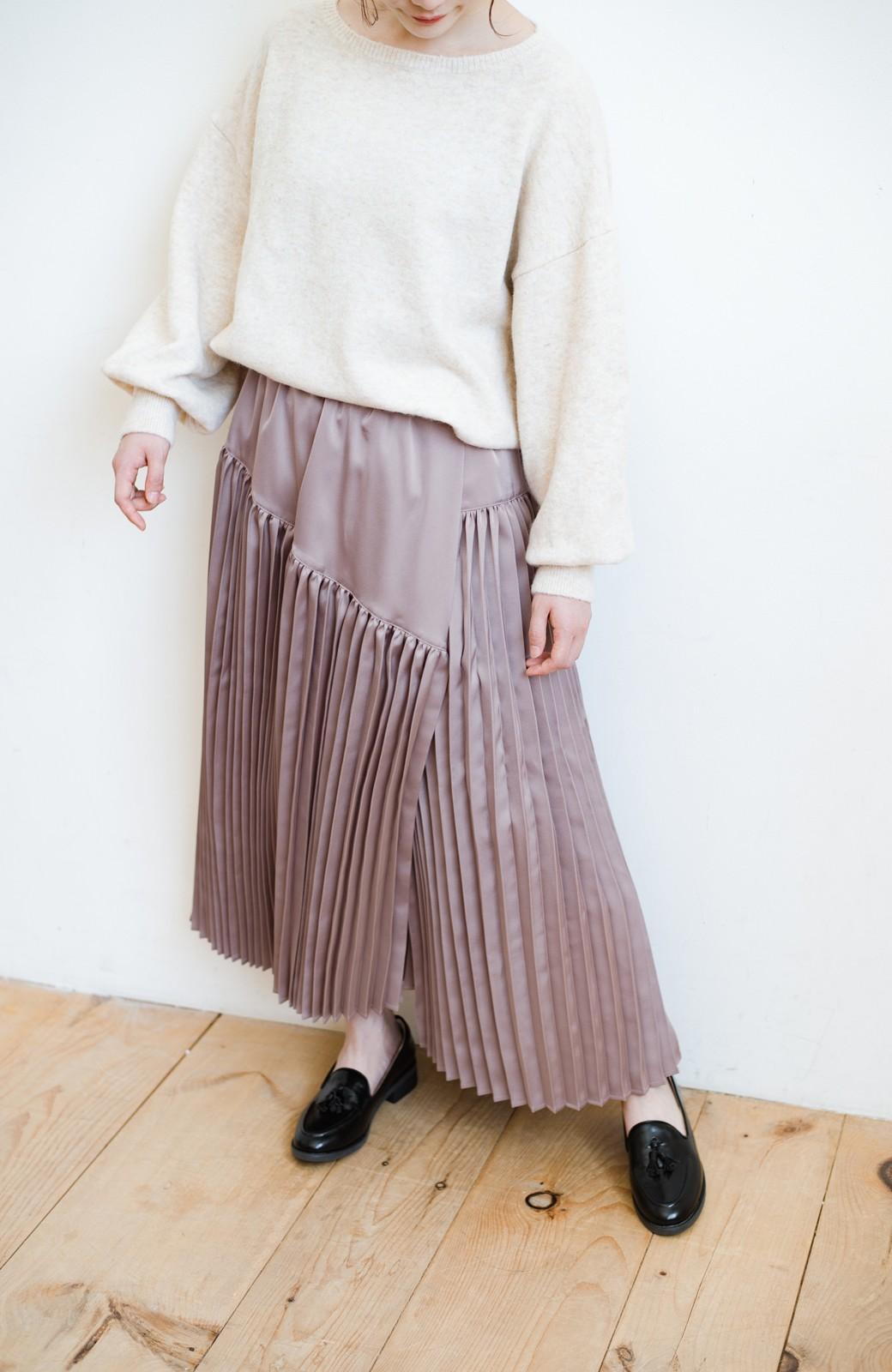 haco! 【スザンヌさんコラボ】スウェットもTシャツも着映えさせる!ラップデザイン風アシンメトリーサテンプリーツスカート by LOVE&PEACE PROJECT <スモークピンク>の商品写真17