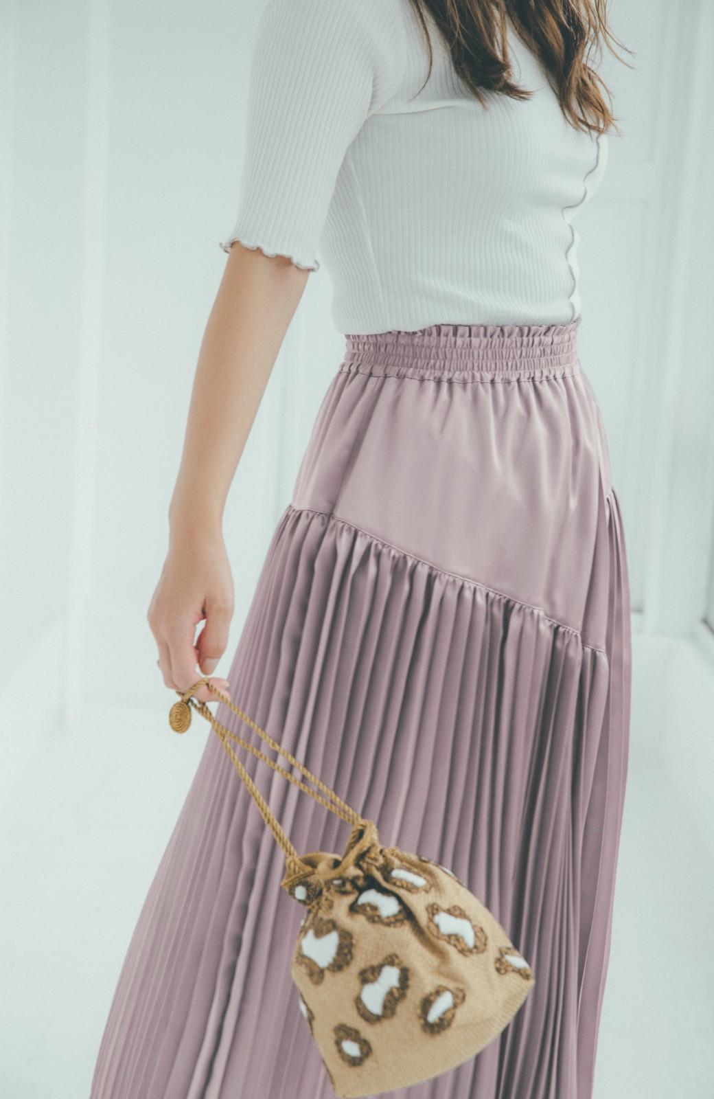 haco! 【スザンヌさんコラボ】スウェットもTシャツも着映えさせる!ラップデザイン風アシンメトリーサテンプリーツスカート by LOVE&PEACE PROJECT <スモークピンク>の商品写真10