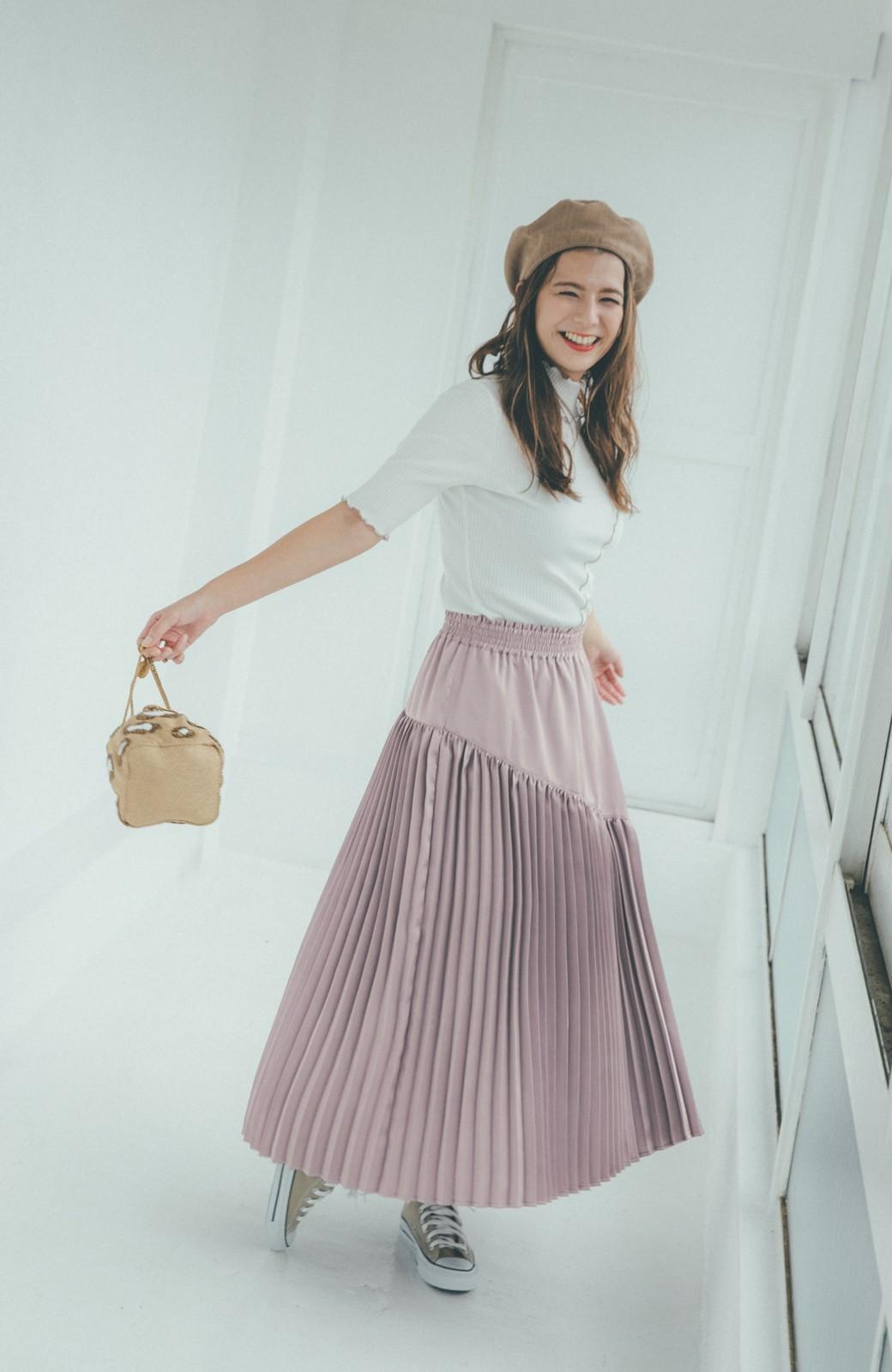 haco! 【スザンヌさんコラボ】スウェットもTシャツも着映えさせる!ラップデザイン風アシンメトリーサテンプリーツスカート by LOVE&PEACE PROJECT <スモークピンク>の商品写真11