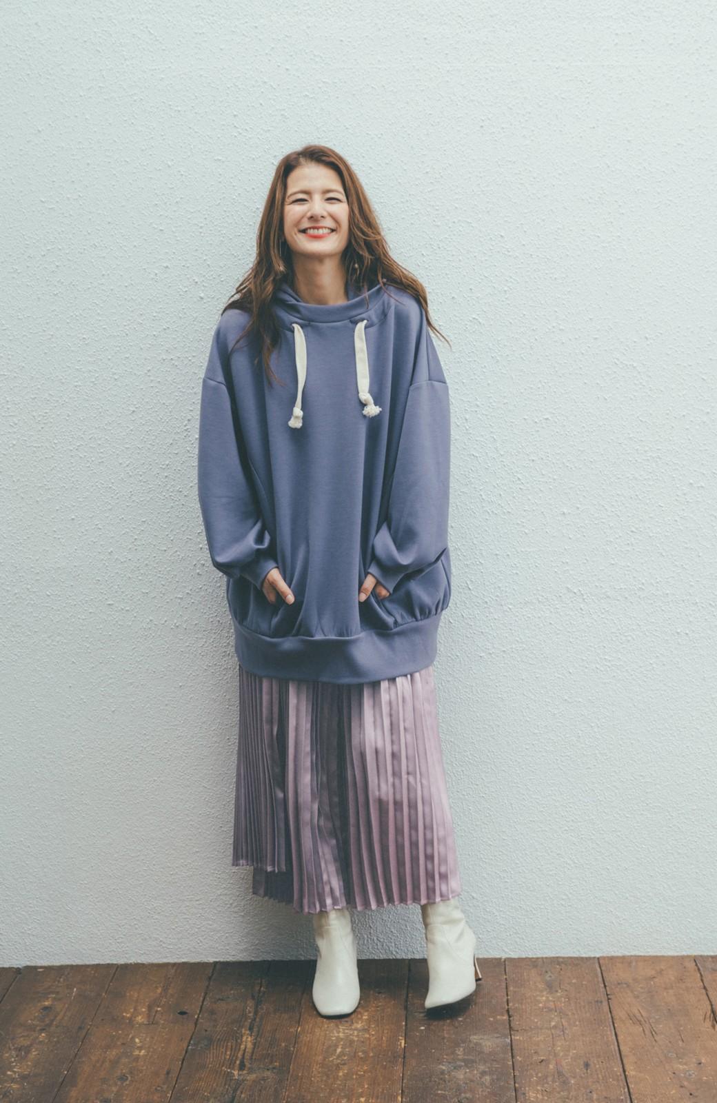 haco! 【スザンヌさんコラボ】スウェットもTシャツも着映えさせる!ラップデザイン風アシンメトリーサテンプリーツスカート by LOVE&PEACE PROJECT <スモークピンク>の商品写真14