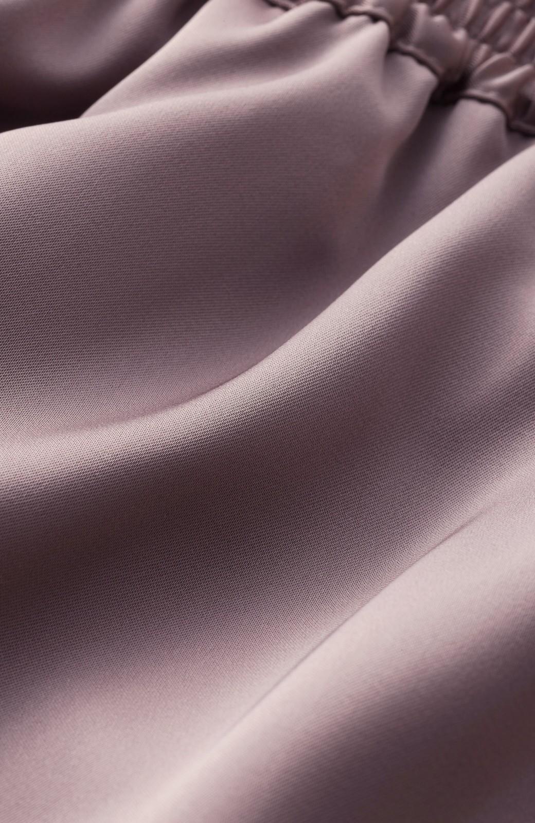 haco! 【スザンヌさんコラボ】スウェットもTシャツも着映えさせる!ラップデザイン風アシンメトリーサテンプリーツスカート by LOVE&PEACE PROJECT <スモークピンク>の商品写真8