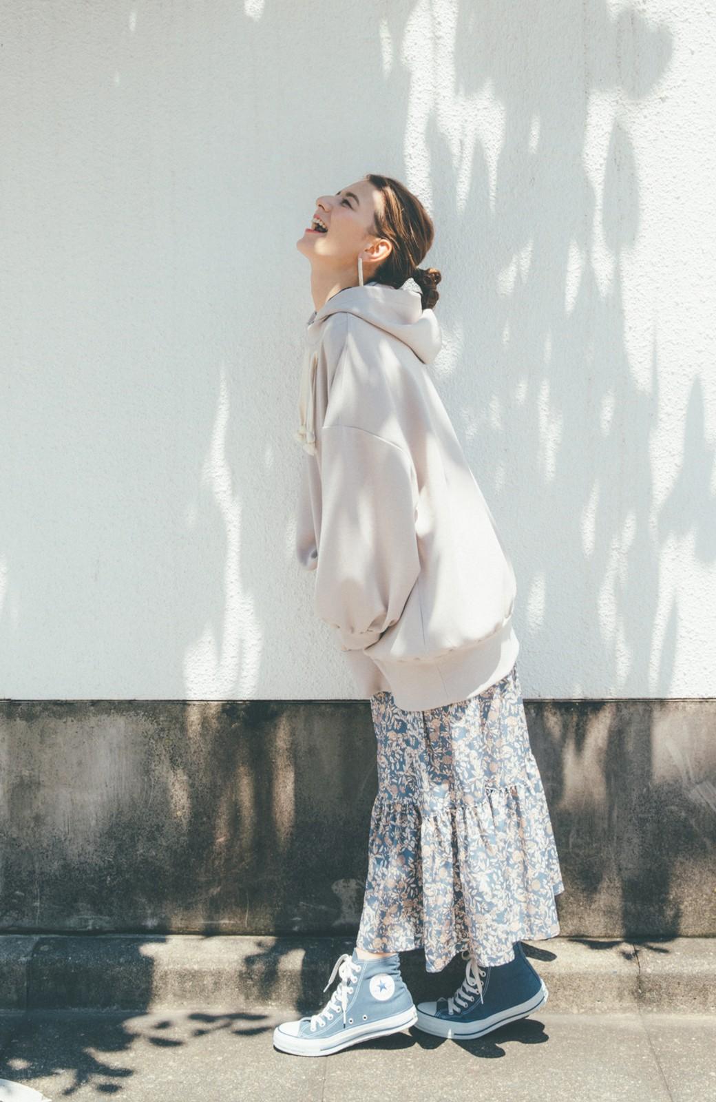 haco! 【スザンヌさんコラボ】オーバーサイズが華奢見せさせる 大人女子のためのスウェット風ビッグパーカー by LOVE&PEACE PROJECT <ライトグレー>の商品写真14