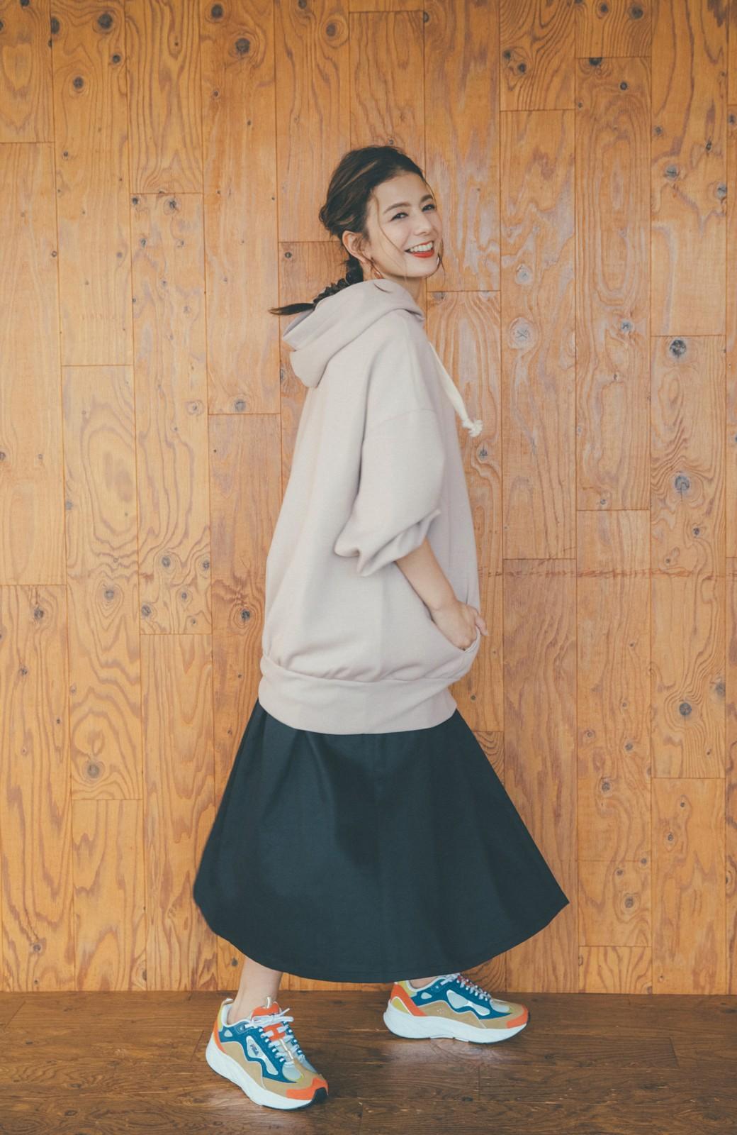 haco! 【スザンヌさんコラボ】オーバーサイズが華奢見せさせる 大人女子のためのスウェット風ビッグパーカー by LOVE&PEACE PROJECT <ライトグレー>の商品写真15