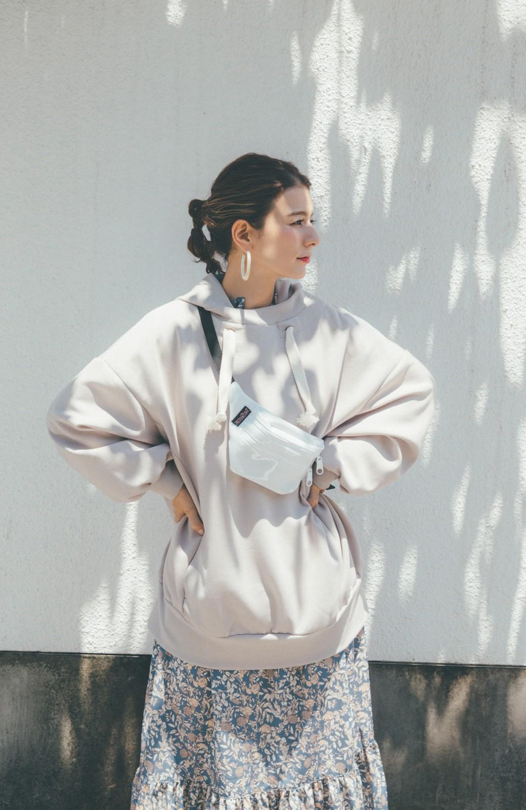 haco! 【スザンヌさんコラボ】オーバーサイズが華奢見せさせる 大人女子のためのスウェット風ビッグパーカー by LOVE&PEACE PROJECT <ライトグレー>の商品写真4