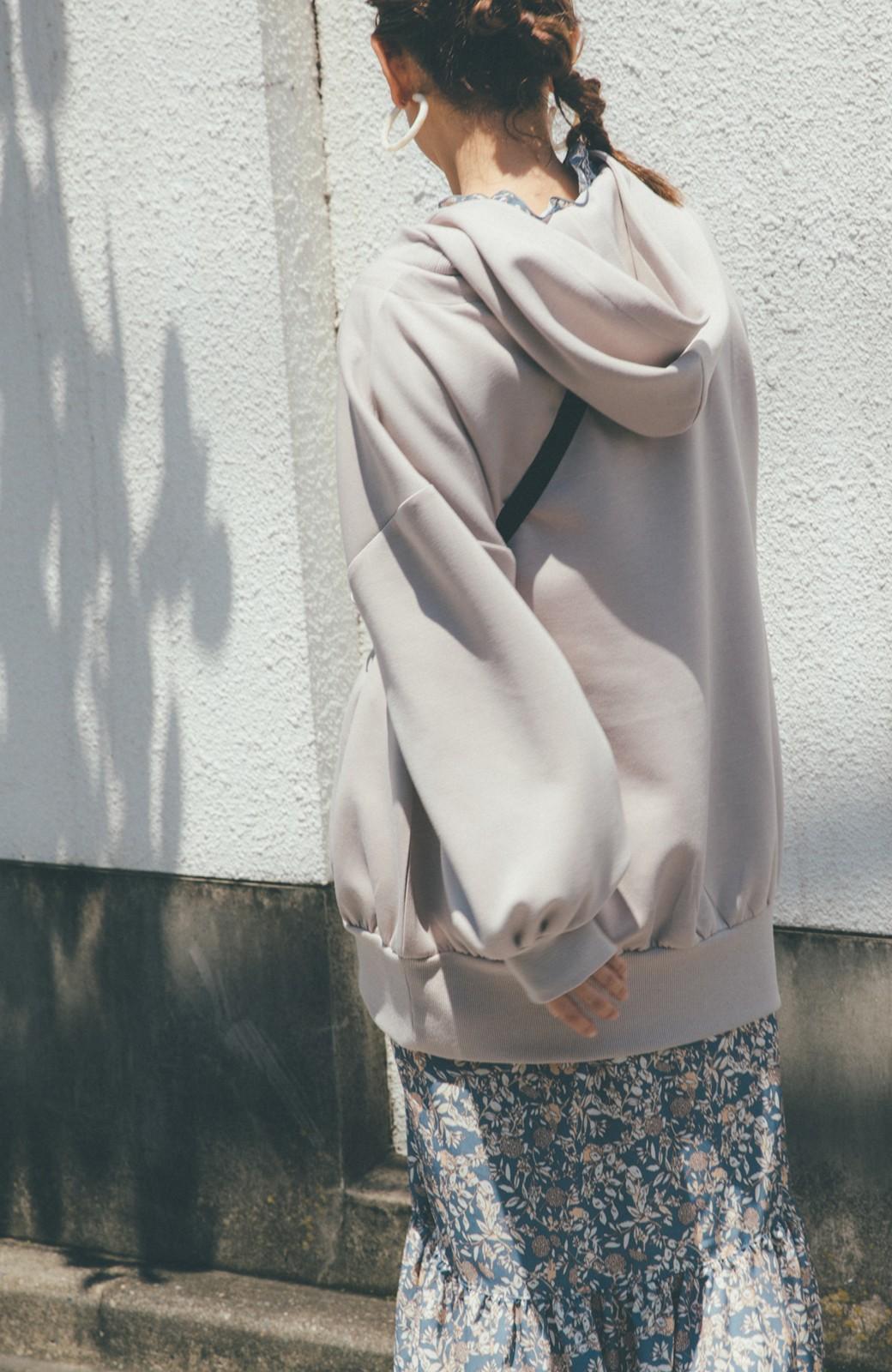 haco! 【スザンヌさんコラボ】オーバーサイズが華奢見せさせる 大人女子のためのスウェット風ビッグパーカー by LOVE&PEACE PROJECT <ライトグレー>の商品写真6