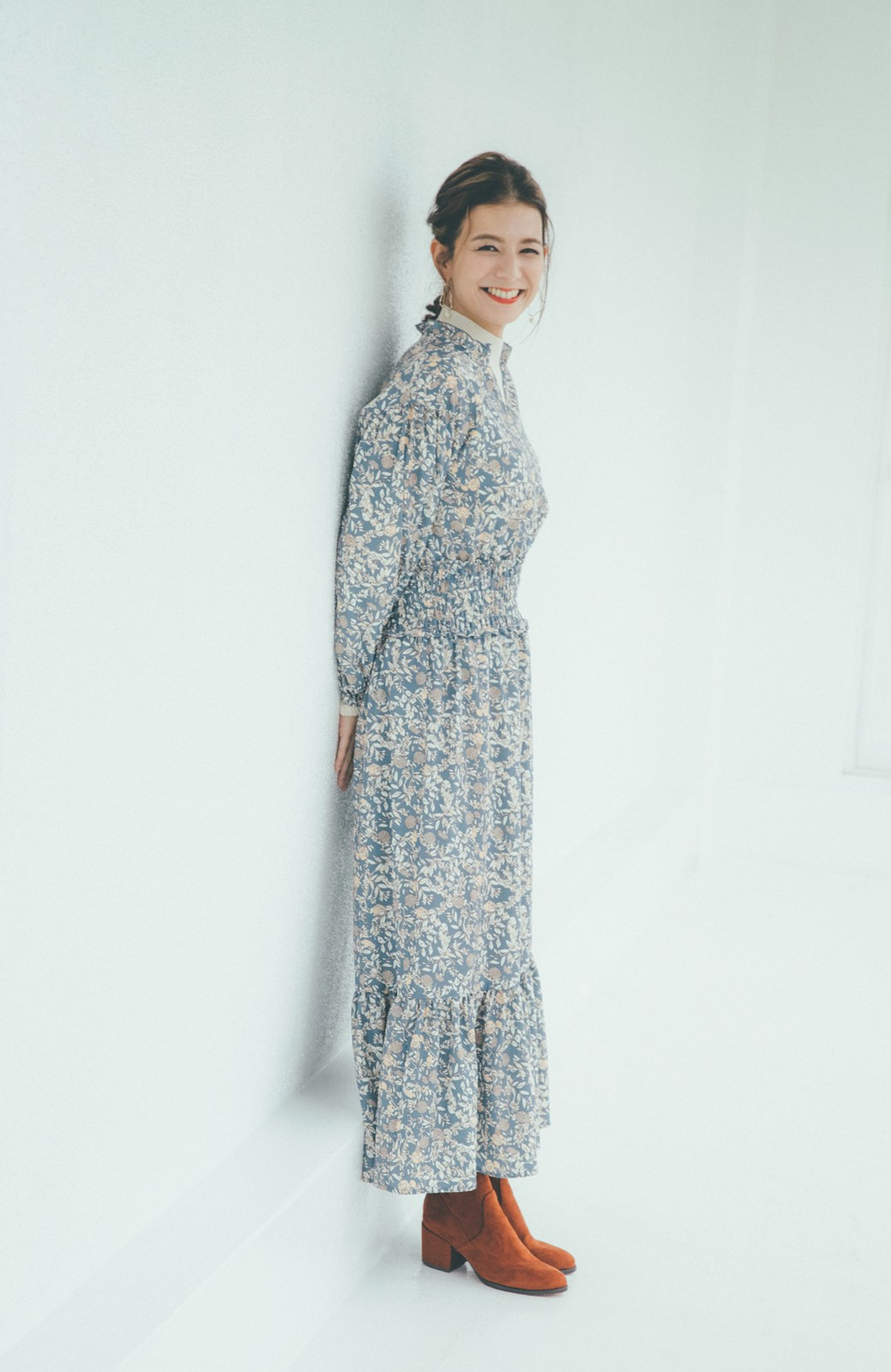 haco! 【スザンヌさんコラボ】大人の華やかさを詰め込んだ ウエストシャーリングのスタイルアップワンピース by LOVE&PEACE PROJECT <ブルー>の商品写真10