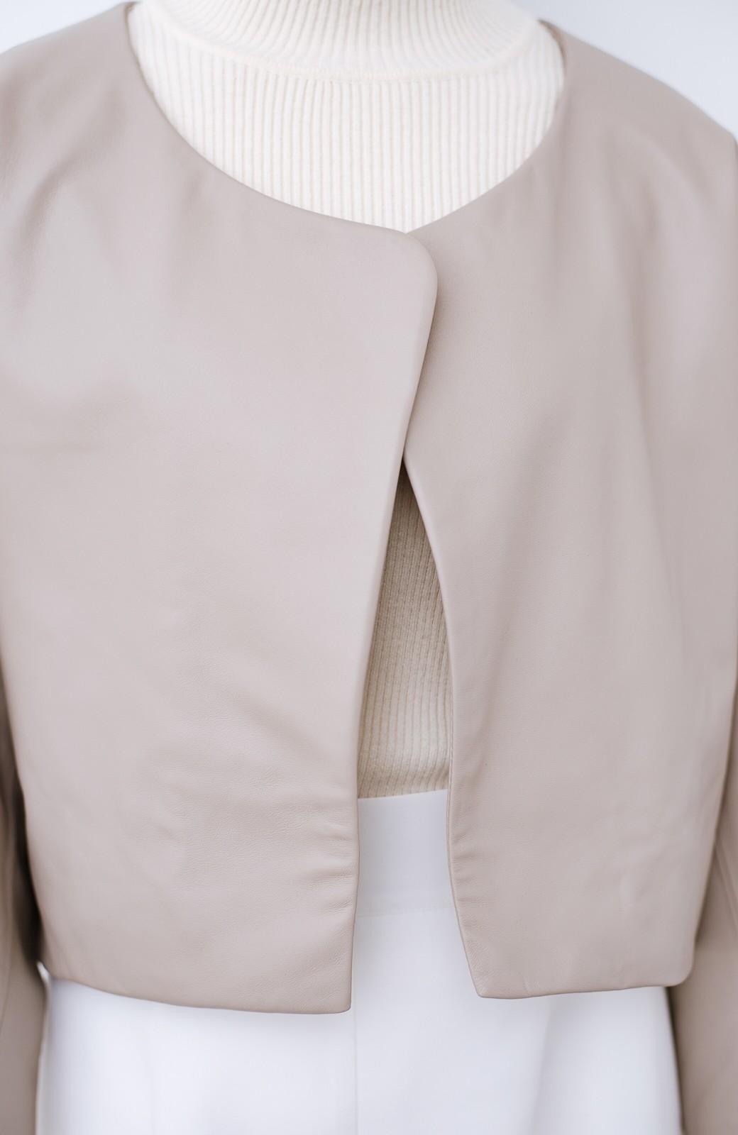 haco! BOLSISTA パッと羽織って大人かっこいいノーカラーレザージャケット <グレイッシュベージュ>の商品写真3