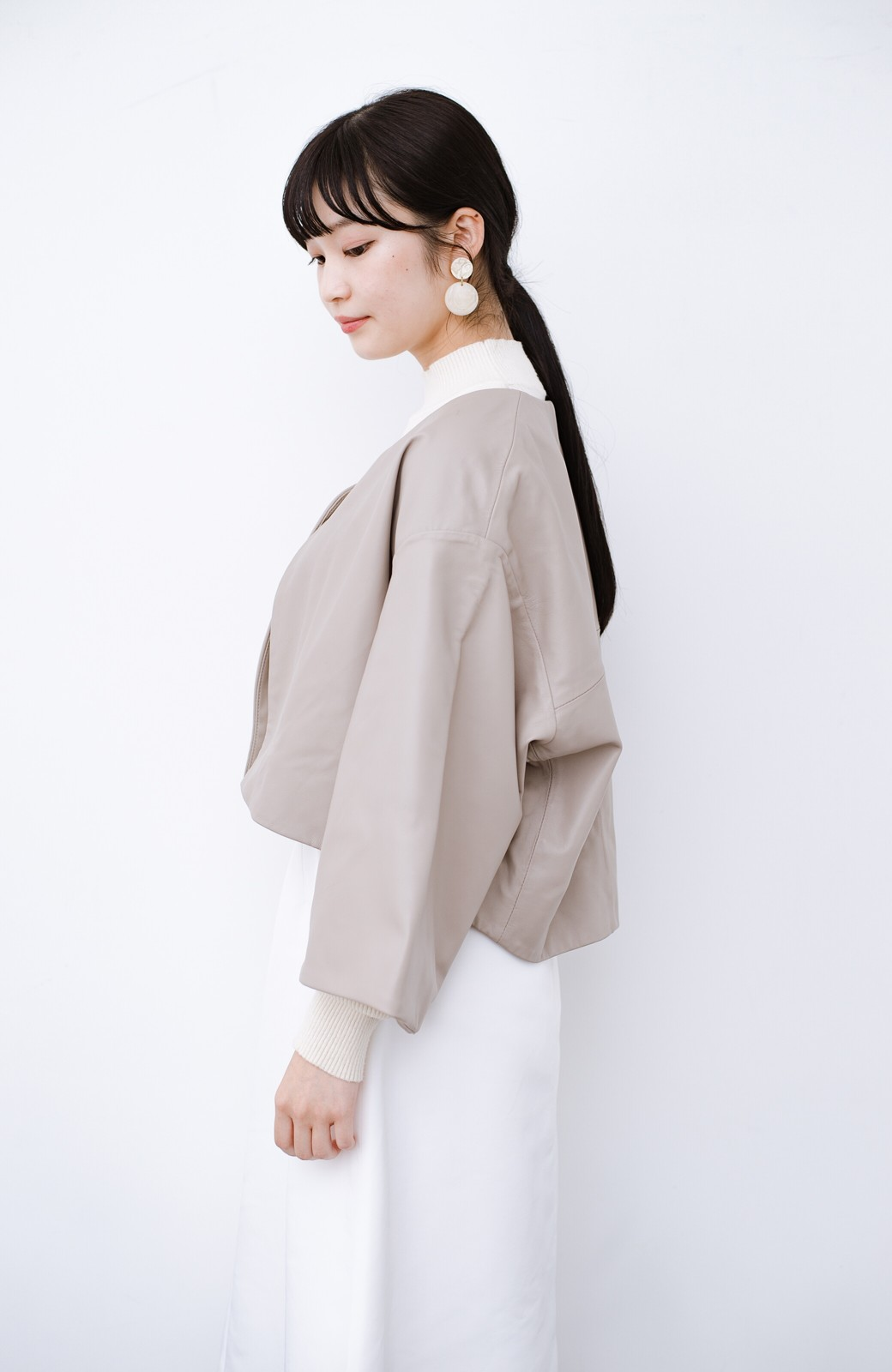 haco! BOLSISTA パッと羽織って大人かっこいいノーカラーレザージャケット <グレイッシュベージュ>の商品写真11