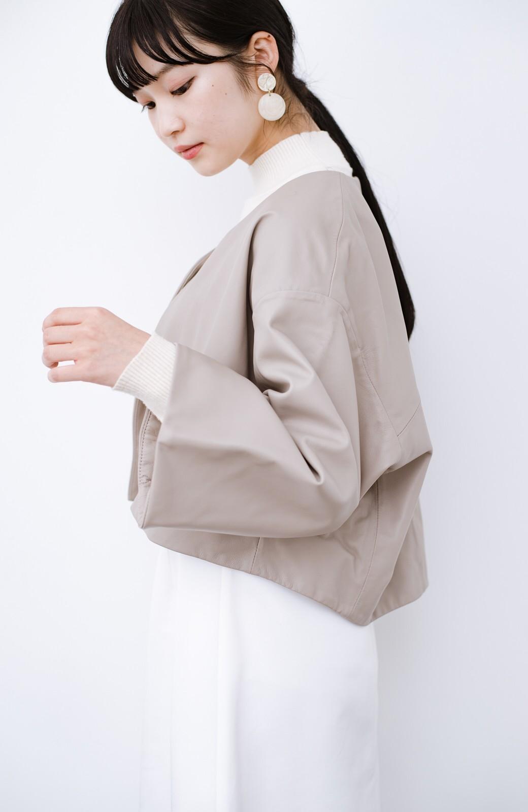 haco! BOLSISTA パッと羽織って大人かっこいいノーカラーレザージャケット <グレイッシュベージュ>の商品写真12