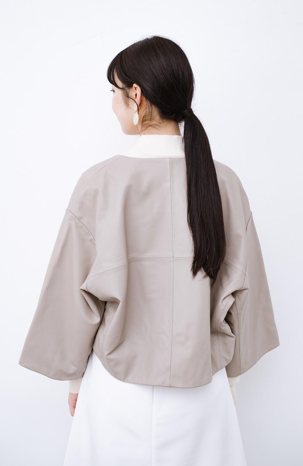 haco! BOLSISTA パッと羽織って大人かっこいいノーカラーレザージャケット <グレイッシュベージュ>の商品写真13