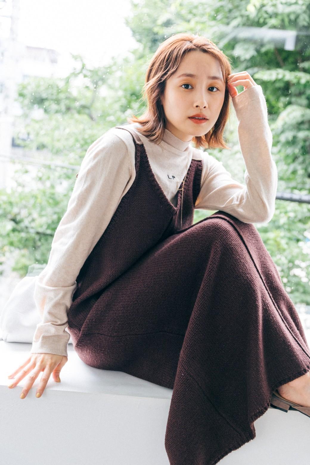 haco! 【高橋愛さんコラボ】ニットジャンパースカートとロングTシャツセット by LOVE&PEACE PROJECT <ブラウン>の商品写真1