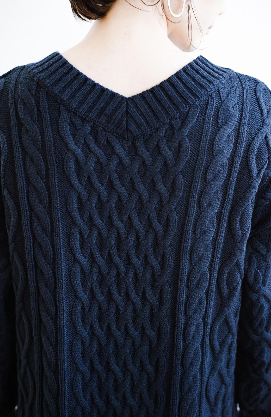haco! パッと着て絶妙に女っぽい 重ね着にも便利なケーブルニットワンピース <ネイビー>の商品写真6