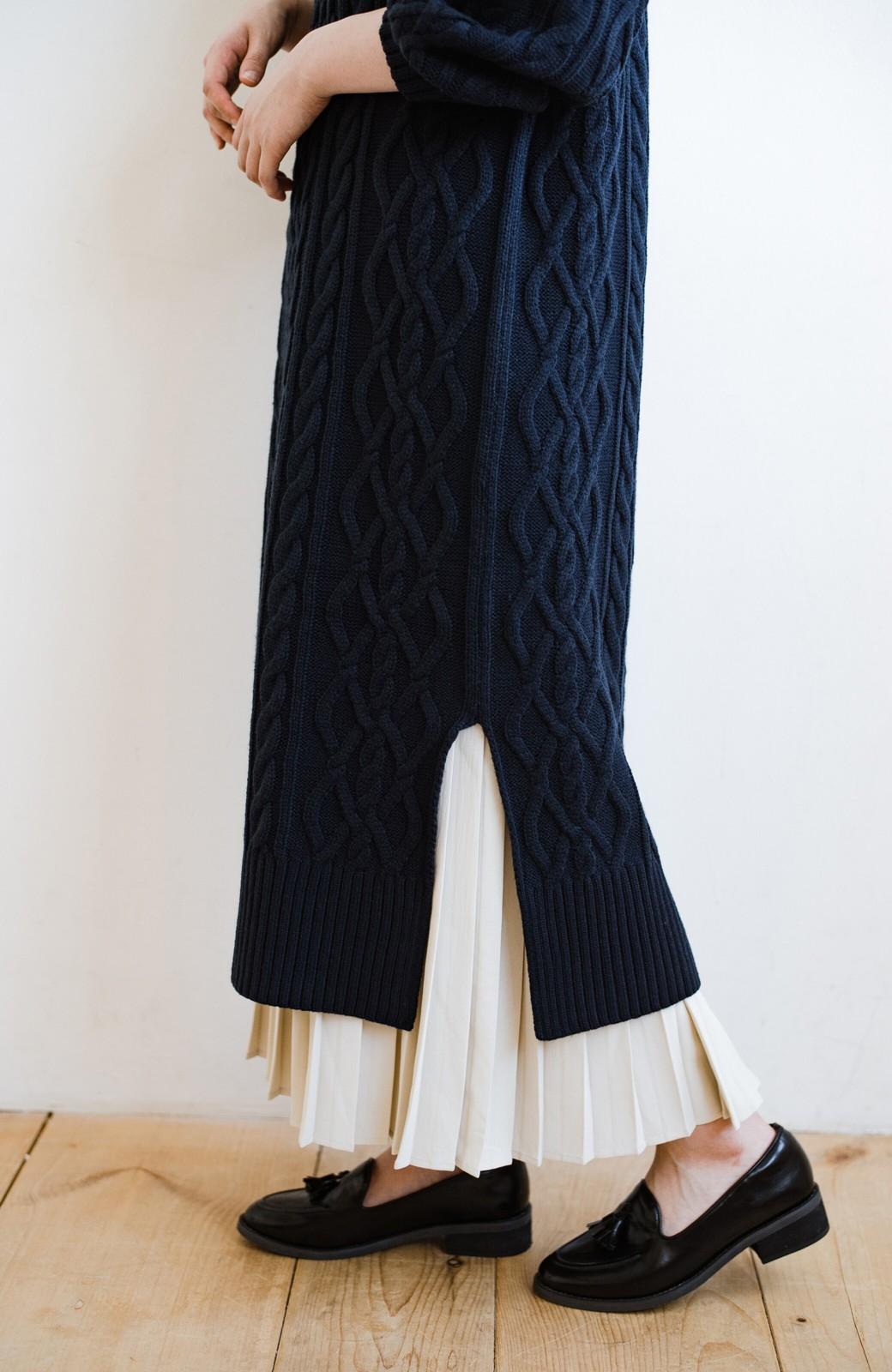 haco! パッと着て絶妙に女っぽい 重ね着にも便利なケーブルニットワンピース <ネイビー>の商品写真7