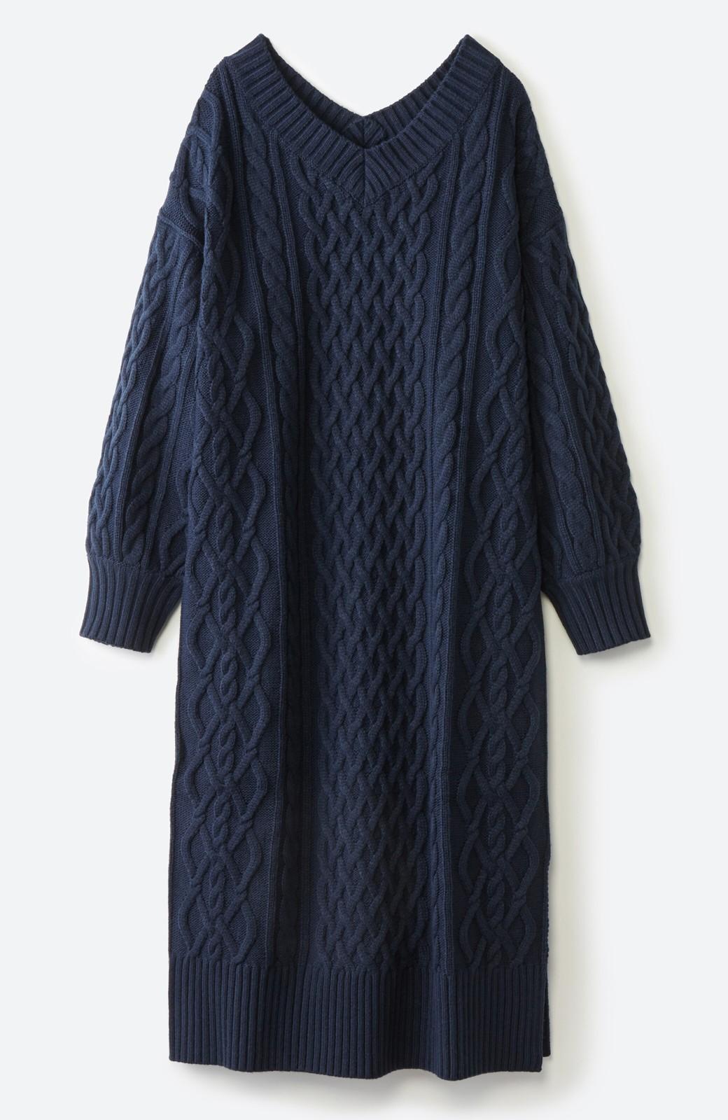 haco! パッと着て絶妙に女っぽい 重ね着にも便利なケーブルニットワンピース <ネイビー>の商品写真21