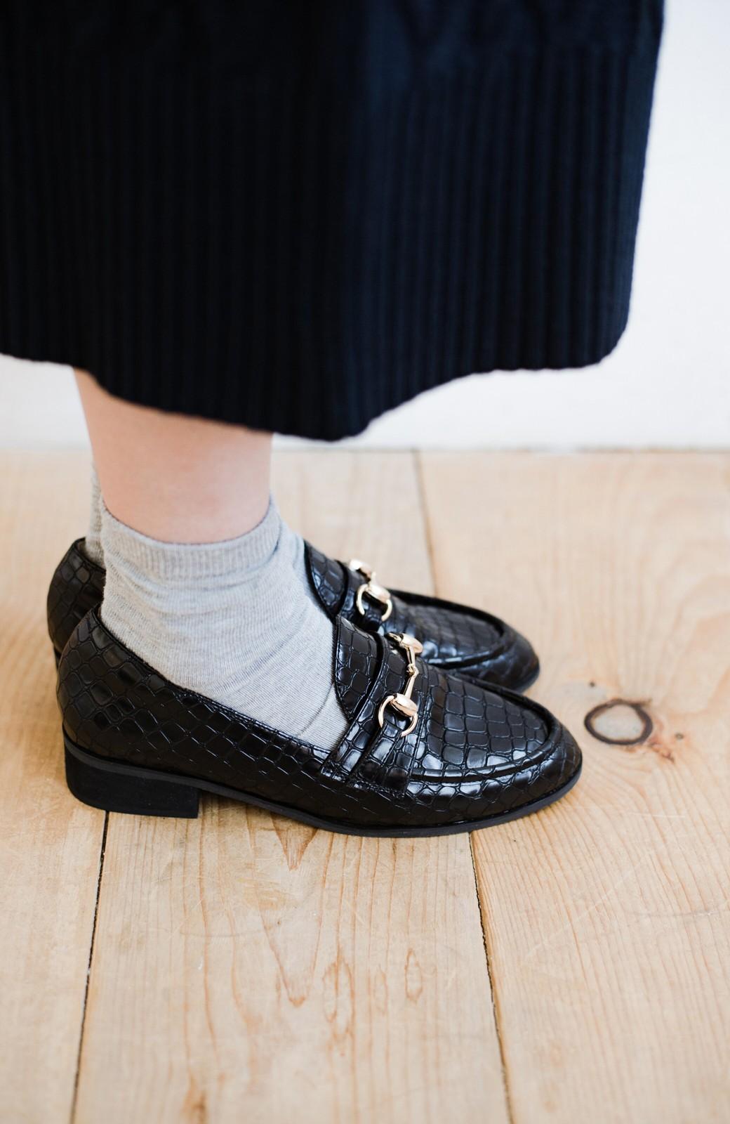 haco! 楽ちんなのにパッと履くだけでかっこよくなれる パイソン風ビットローファーby que made me <ブラック>の商品写真7