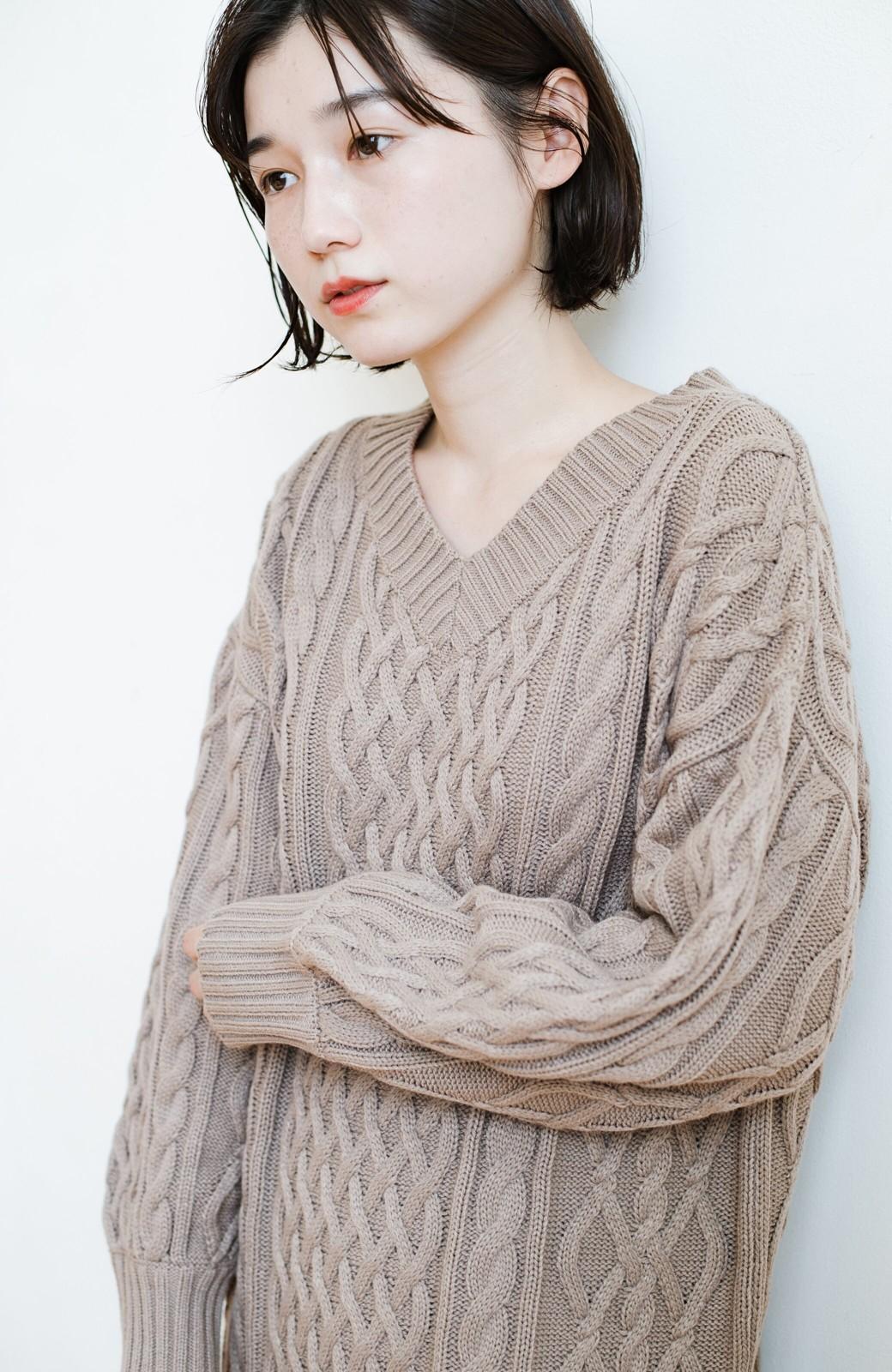 haco! パッと着て絶妙に女っぽい 重ね着にも便利なケーブルニットワンピース <グレイッシュベージュ>の商品写真6