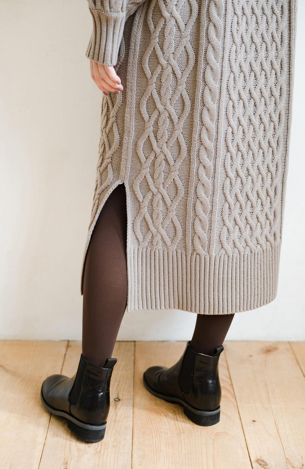 haco! パッと着て絶妙に女っぽい 重ね着にも便利なケーブルニットワンピース <グレイッシュベージュ>の商品写真9