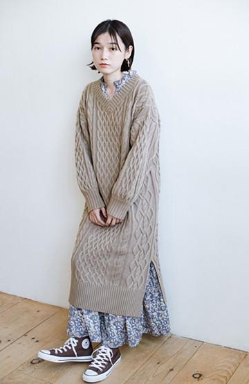 haco! パッと着て絶妙に女っぽい 重ね着にも便利なケーブルニットワンピース <グレイッシュベージュ>の商品写真