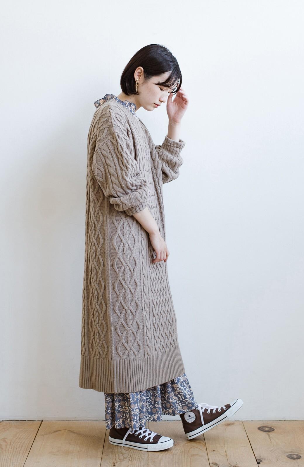 haco! パッと着て絶妙に女っぽい 重ね着にも便利なケーブルニットワンピース <グレイッシュベージュ>の商品写真19