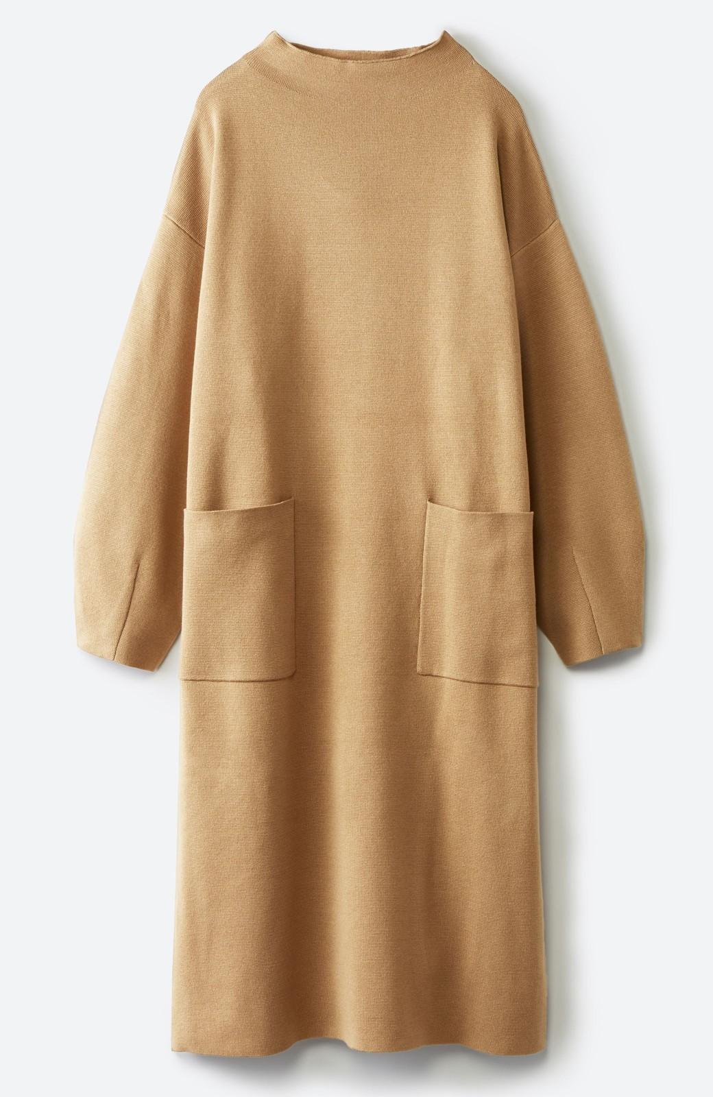 haco! お仕事にもカジュアルな重ね着にも使えて便利なミラノリブニットワンピース  <ベージュ>の商品写真4