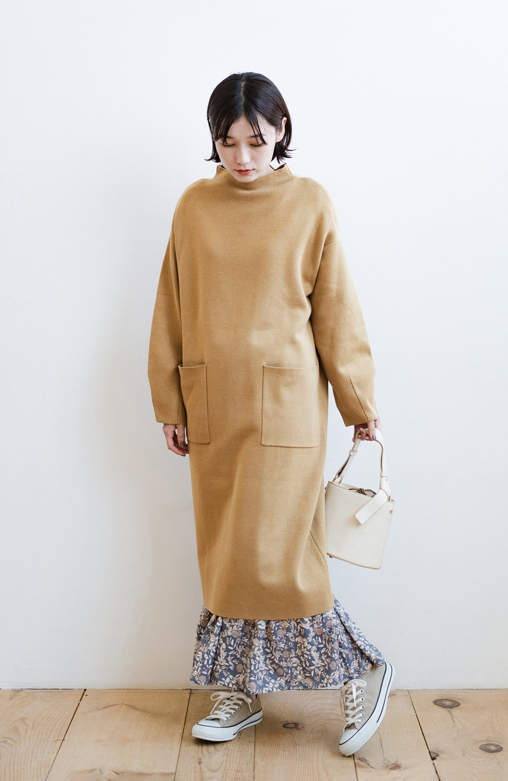 haco! お仕事にもカジュアルな重ね着にも使えて便利なミラノリブニットワンピース  <ベージュ>の商品写真11
