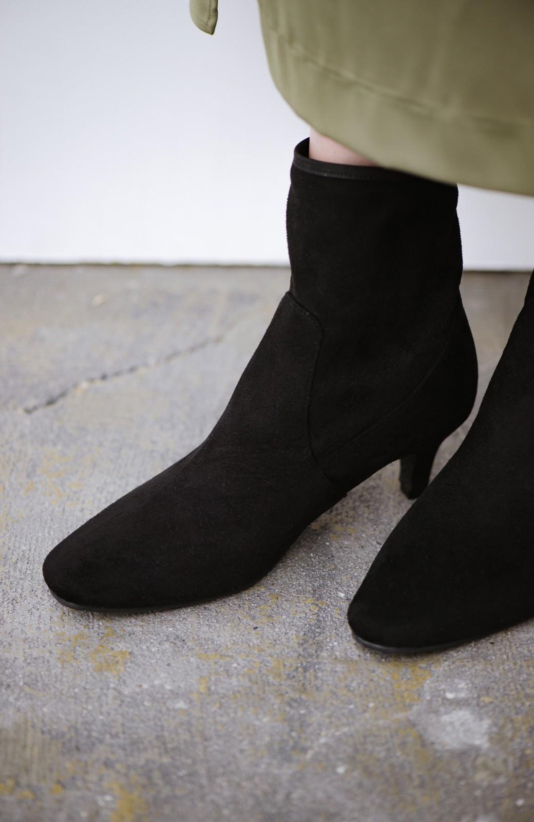 haco! デニムにもスカートにも似合う!すぽっと履けてスタイルアップが叶う女っぽフェイクスエードブーツ <ブラック>の商品写真2