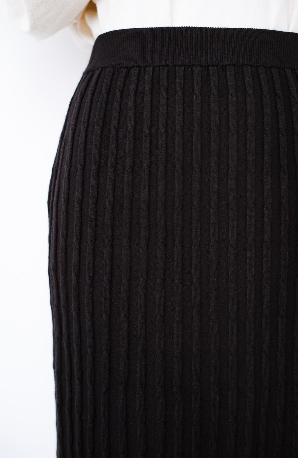 haco! シンプルトップスと合わせるだけで華やかコーデが完成するケーブルニットスカート <ブラック>の商品写真6