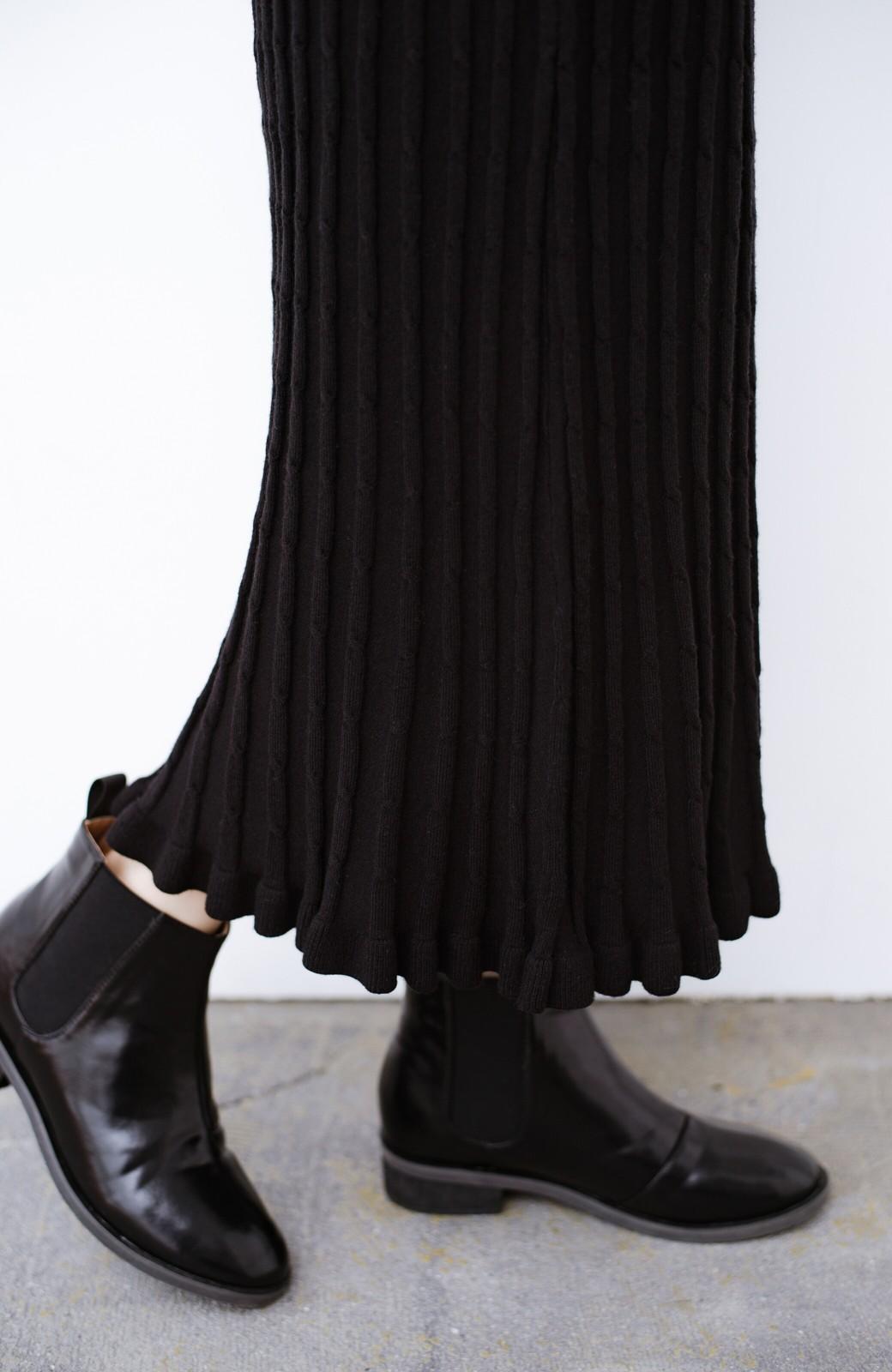 haco! シンプルトップスと合わせるだけで華やかコーデが完成するケーブルニットスカート <ブラック>の商品写真7