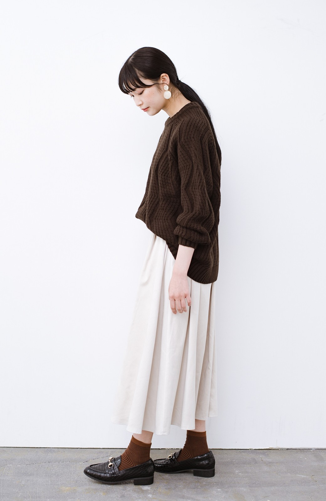 haco! パッと着て、さっと決まる!ざっくり感が今っぽかわいいジグザグ柄ニット <ブラウン>の商品写真11