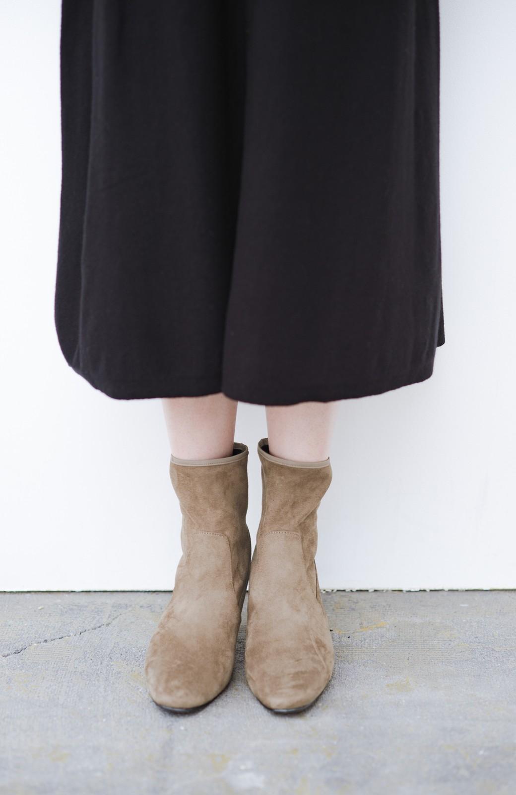 haco! デニムにもスカートにも似合う!すぽっと履けてスタイルアップが叶う女っぽフェイクスエードブーツ <ブラウン>の商品写真3
