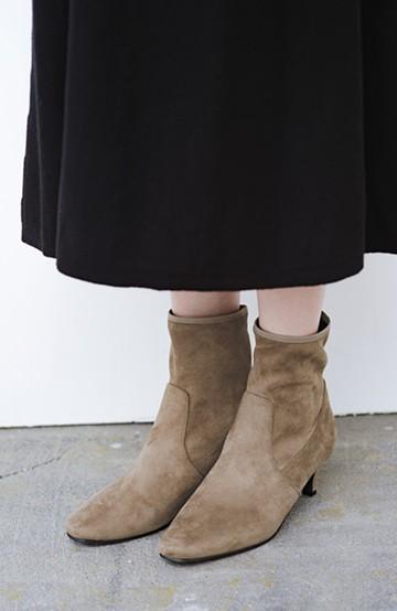 haco! デニムにもスカートにも似合う!すぽっと履けてスタイルアップが叶う女っぽフェイクスエードブーツ <ブラウン>の商品写真