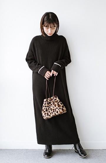 haco! 秋冬の時短コーデにお役立ち!パッと着てかわいい ゆるシルエットのタートルニットワンピース <ブラック>の商品写真