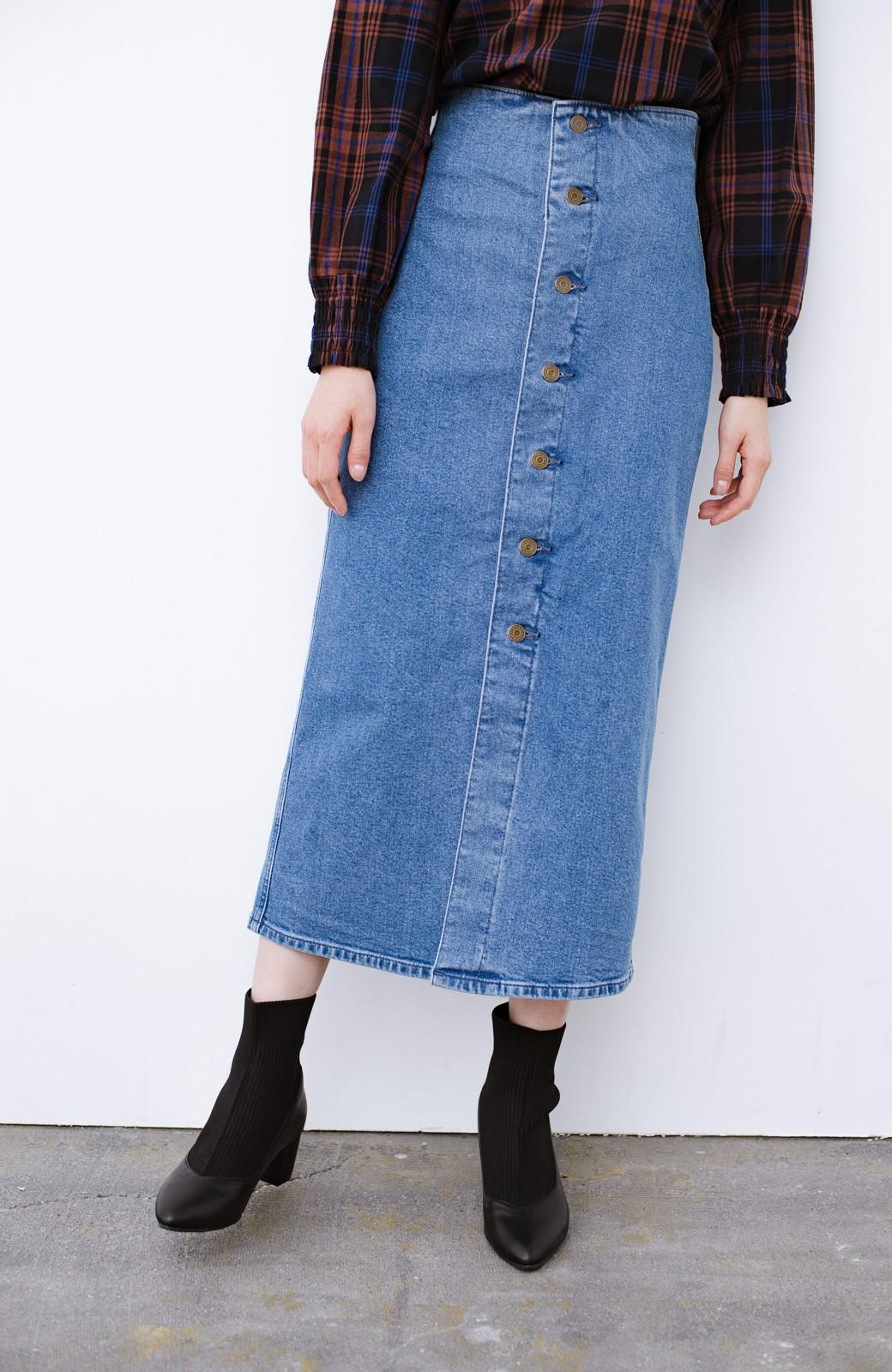 haco! Lady Lee  フロントボタンがポイントの華奢見せデニムスカート <ライトブルー>の商品写真3