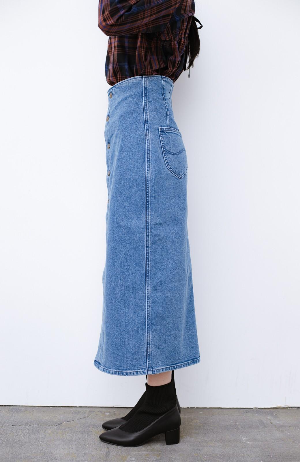 haco! Lady Lee  フロントボタンがポイントの華奢見せデニムスカート <ライトブルー>の商品写真4