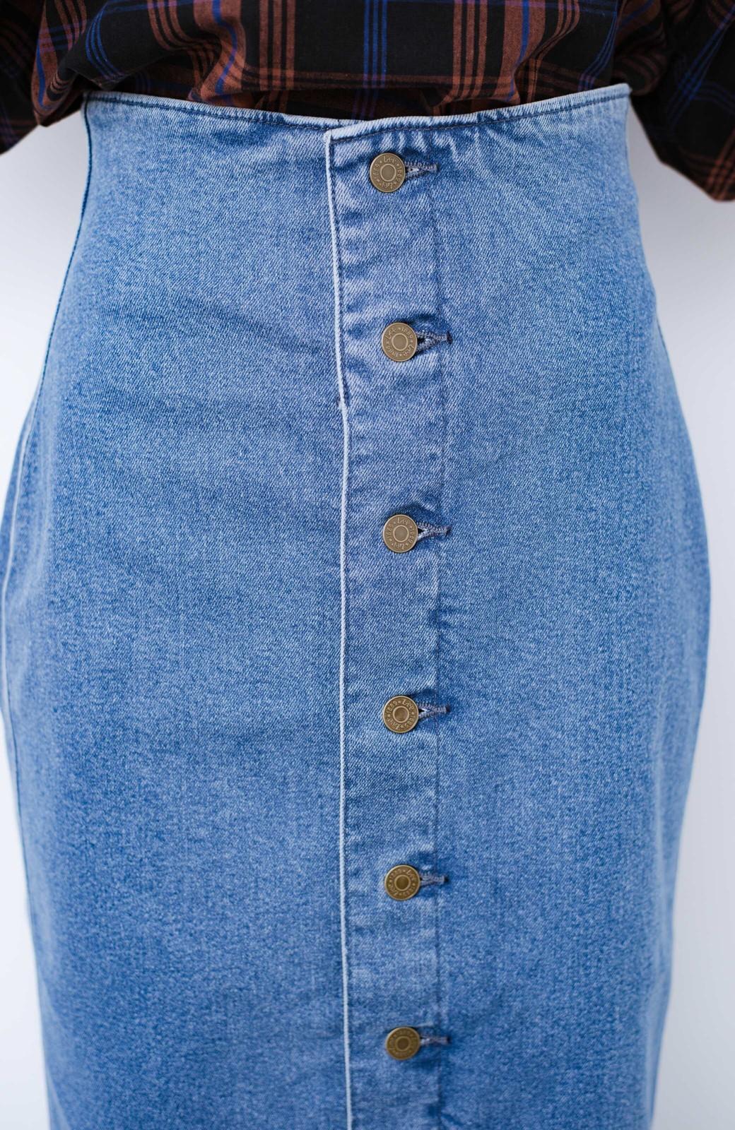 haco! Lady Lee  フロントボタンがポイントの華奢見せデニムスカート <ライトブルー>の商品写真6