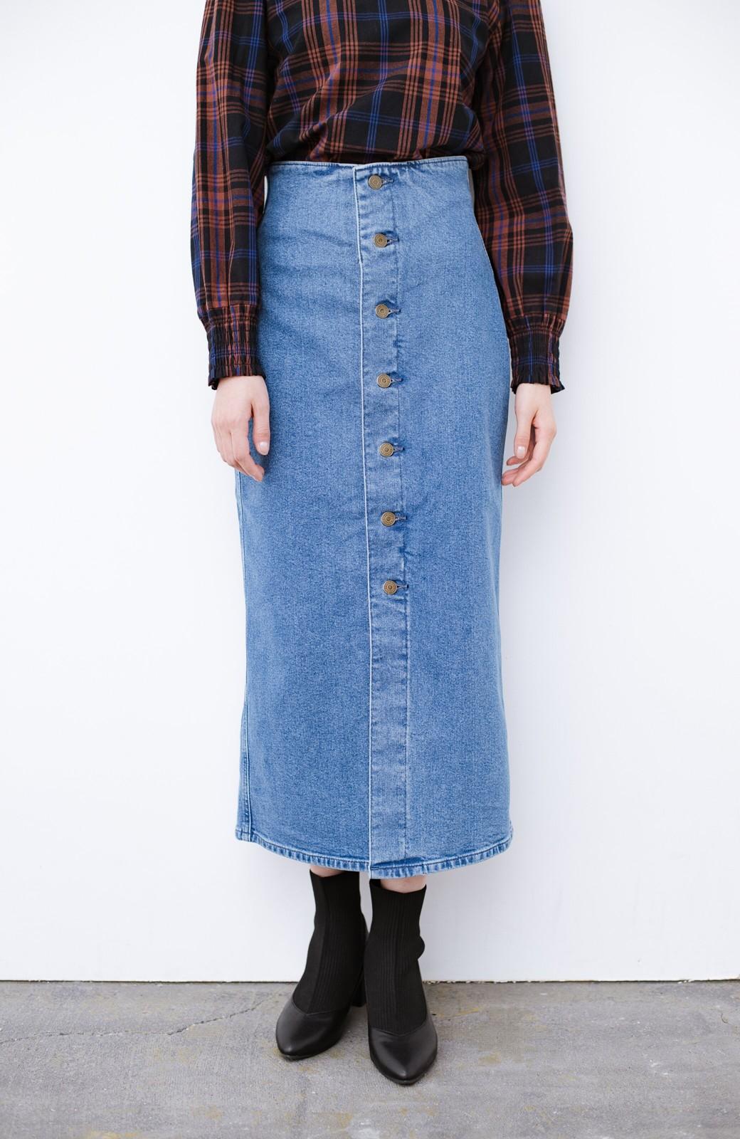 haco! Lady Lee  フロントボタンがポイントの華奢見せデニムスカート <ライトブルー>の商品写真1