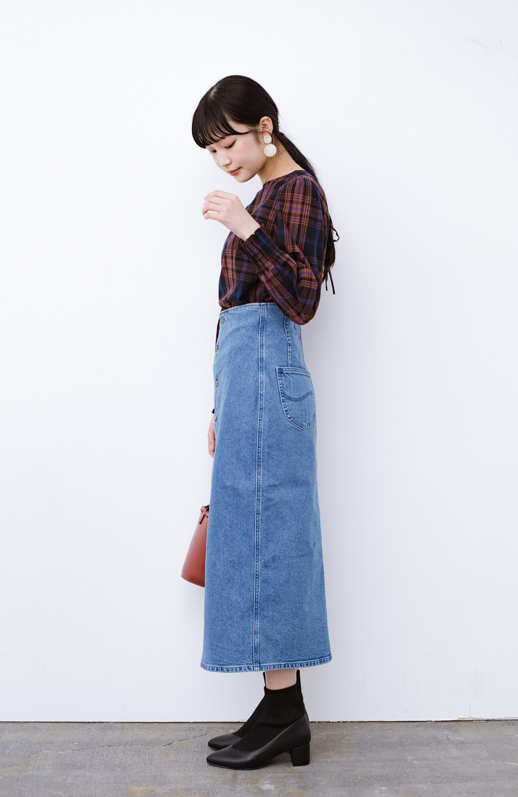 haco! Lady Lee  フロントボタンがポイントの華奢見せデニムスカート <ライトブルー>の商品写真11