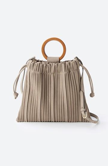 haco! パッと持ってコーデのポイントになる フェイクスエードがやさしい雰囲気の2WAYプリーツバッグ <ベージュ>の商品写真