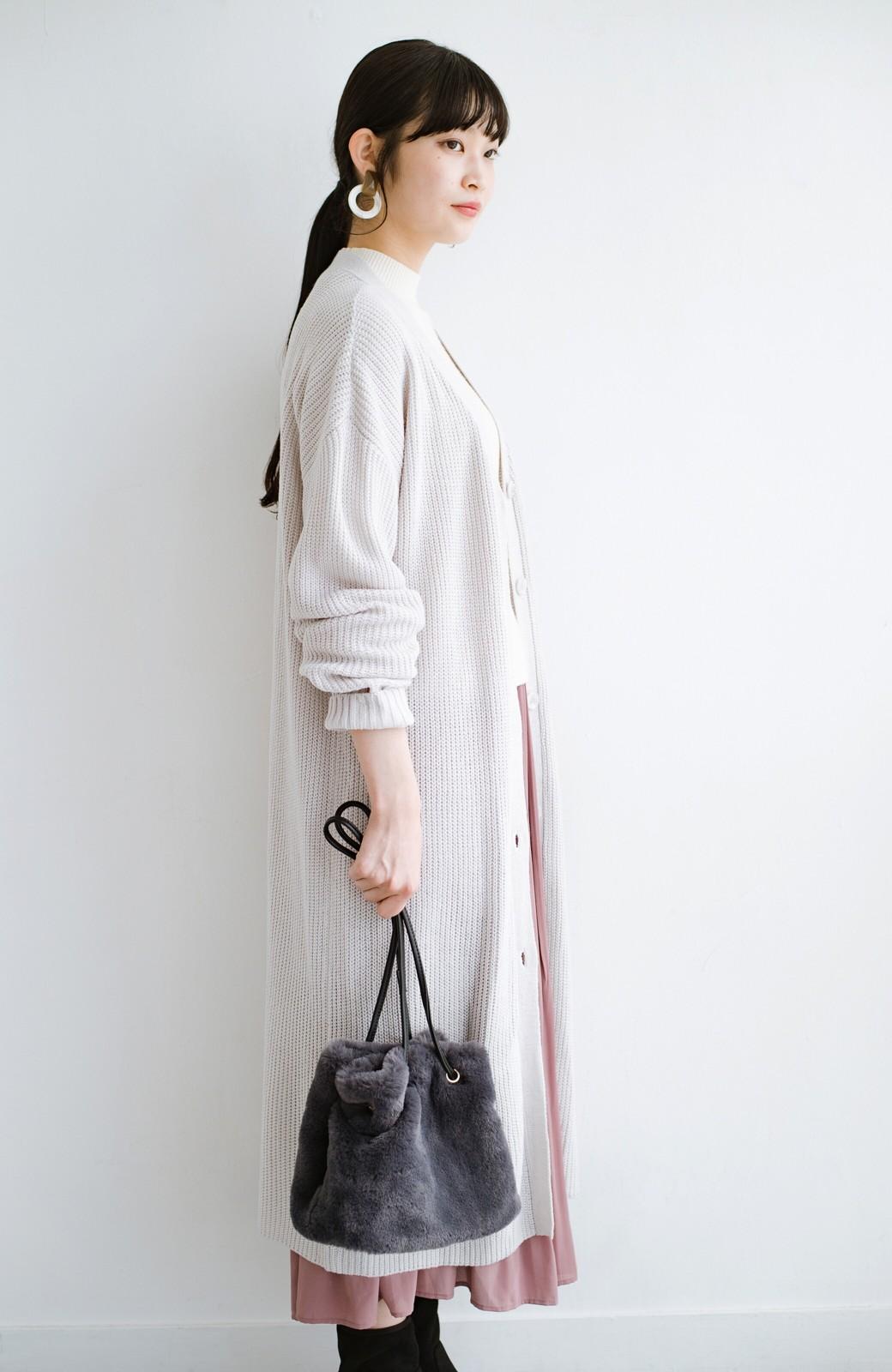 haco! さっと持って気分が上がる ふわっとかわいいエコファー巾着バッグ <チャコールグレー>の商品写真11