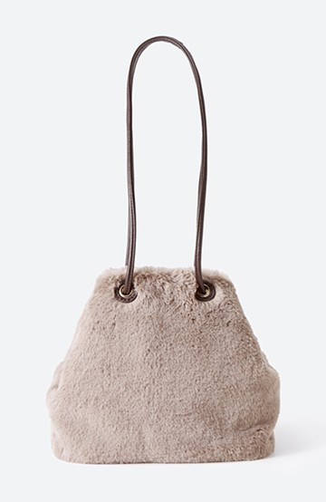 haco! さっと持って気分が上がる ふわっとかわいいエコファー巾着バッグ <グレイッシュベージュ>の商品写真