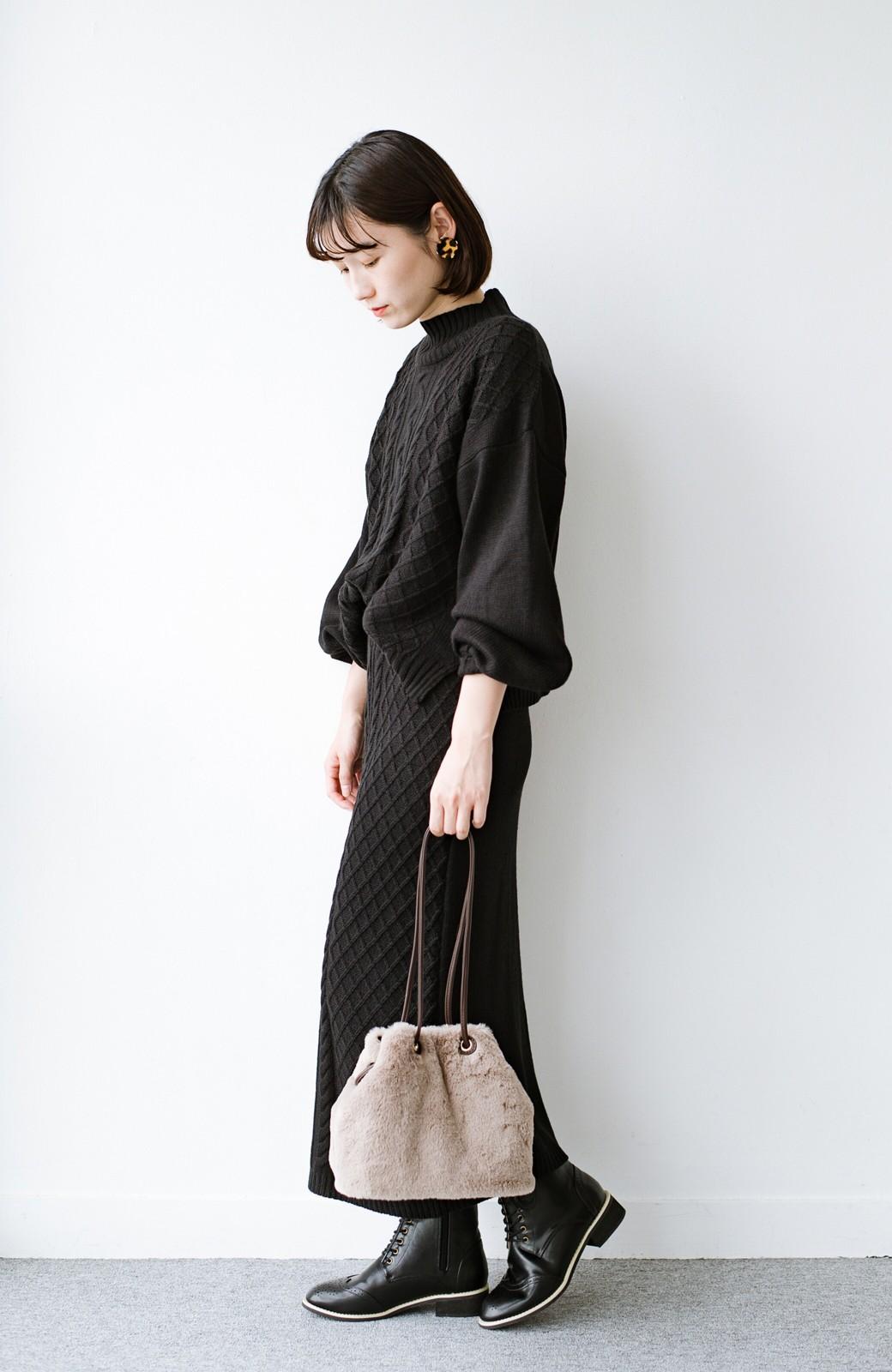haco! さっと持って気分が上がる ふわっとかわいいエコファー巾着バッグ <グレイッシュベージュ>の商品写真13