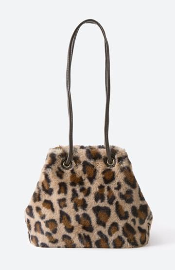 haco! さっと持って気分が上がる ふわっとかわいいエコファー巾着バッグ <レオパード>の商品写真
